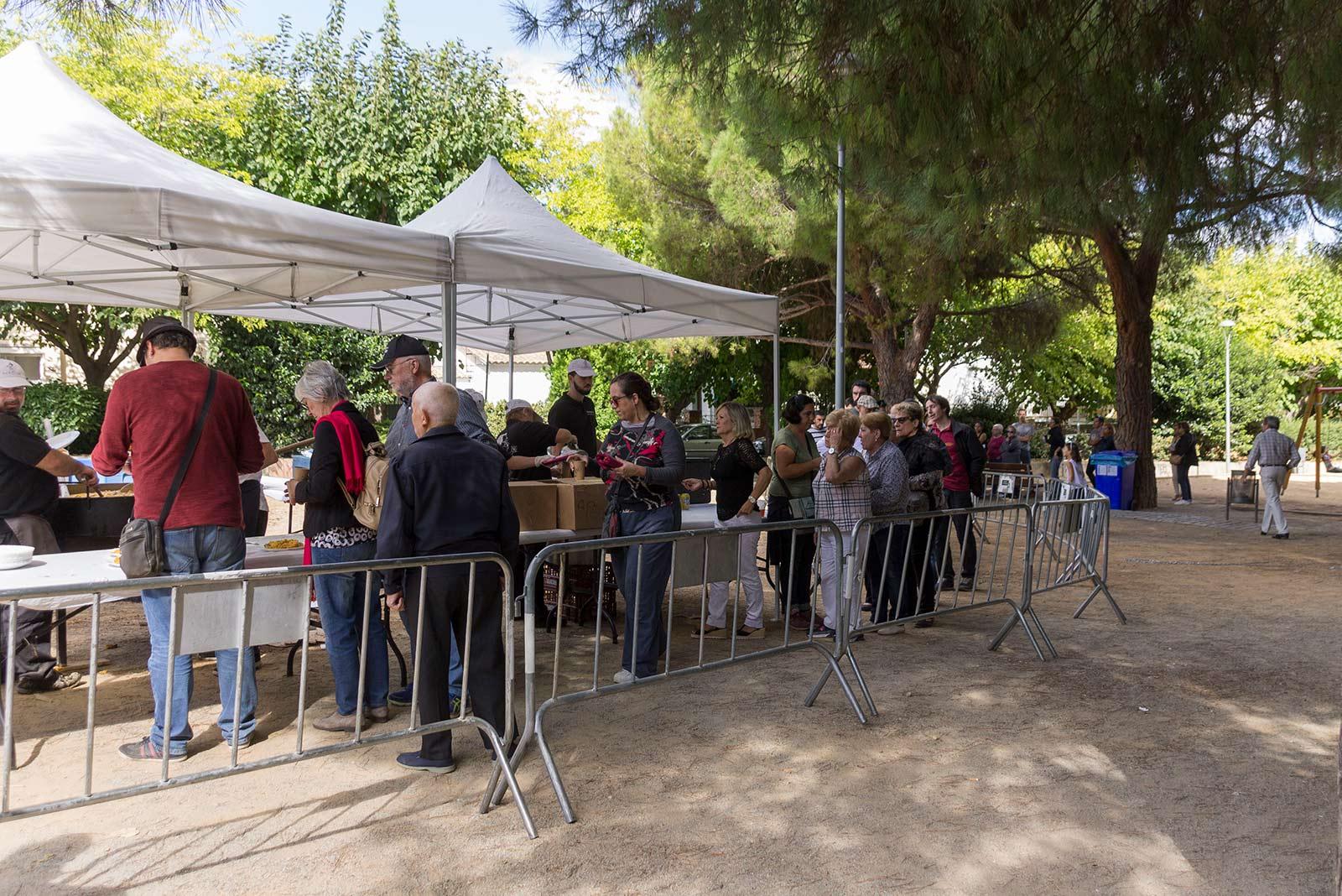 Paella Popular a la festa del barri Monestir Sant Francesc. FOTO: Paula Galván