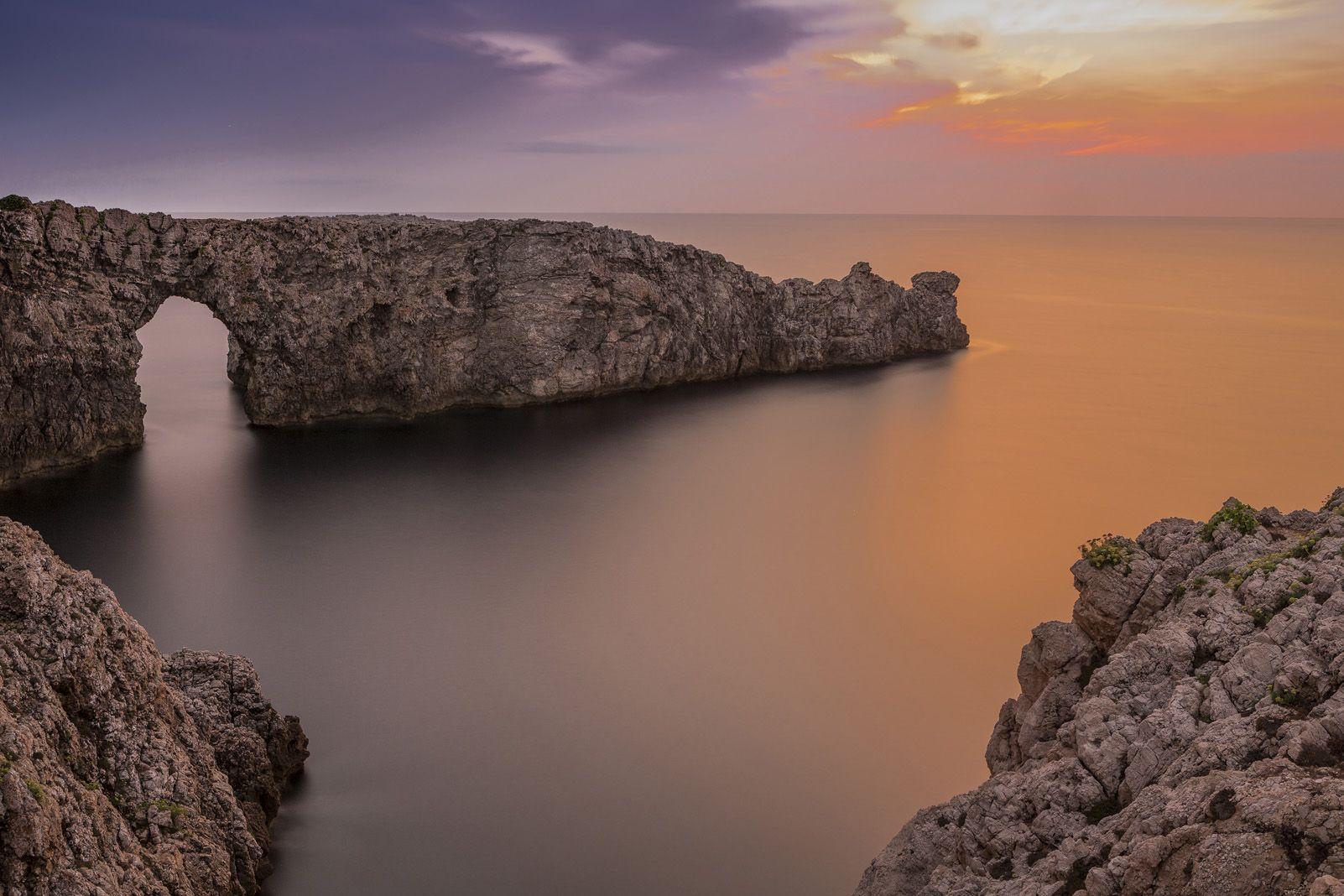 """8è Premi categoria Viatges. """"Posta de sol a Pont d'en Gil, Menorca"""" de Victor Illera Massana."""
