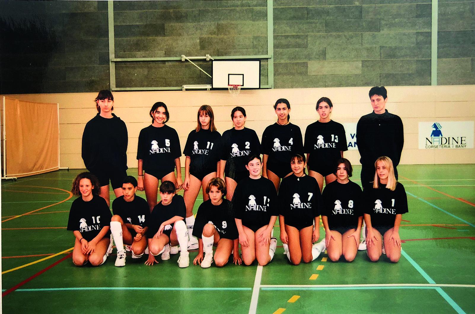 Un equip de base el Club Voleibol Sant Cugat. Foto Arxiu Club Volei Sant Cugat.