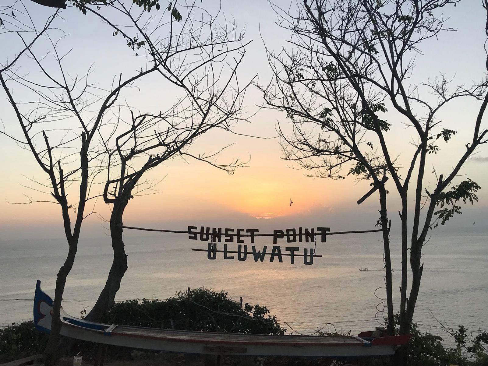 """LARA CABEZAS PONCE  """"Sunset Point Uluwatu"""""""