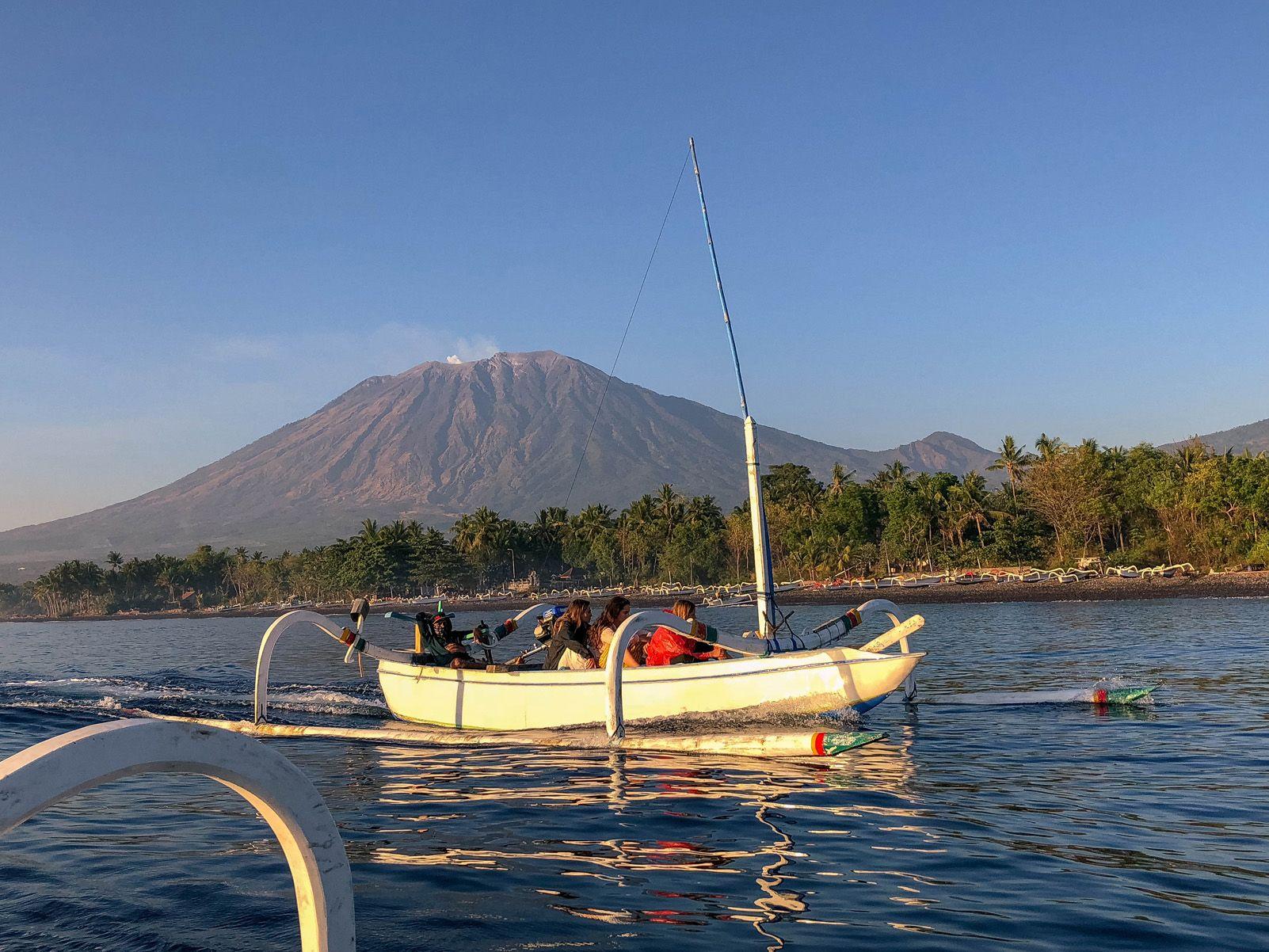 """Laura Serralta Viganego """"Pesca matutina davant el volcà"""""""