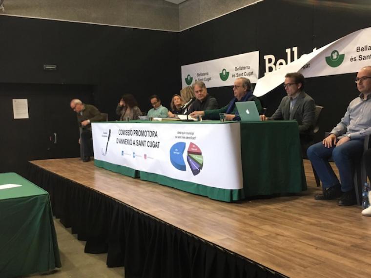 L'acte de signatures per l'annexió de Bellaterra a Sant Cugat, amb molta participació