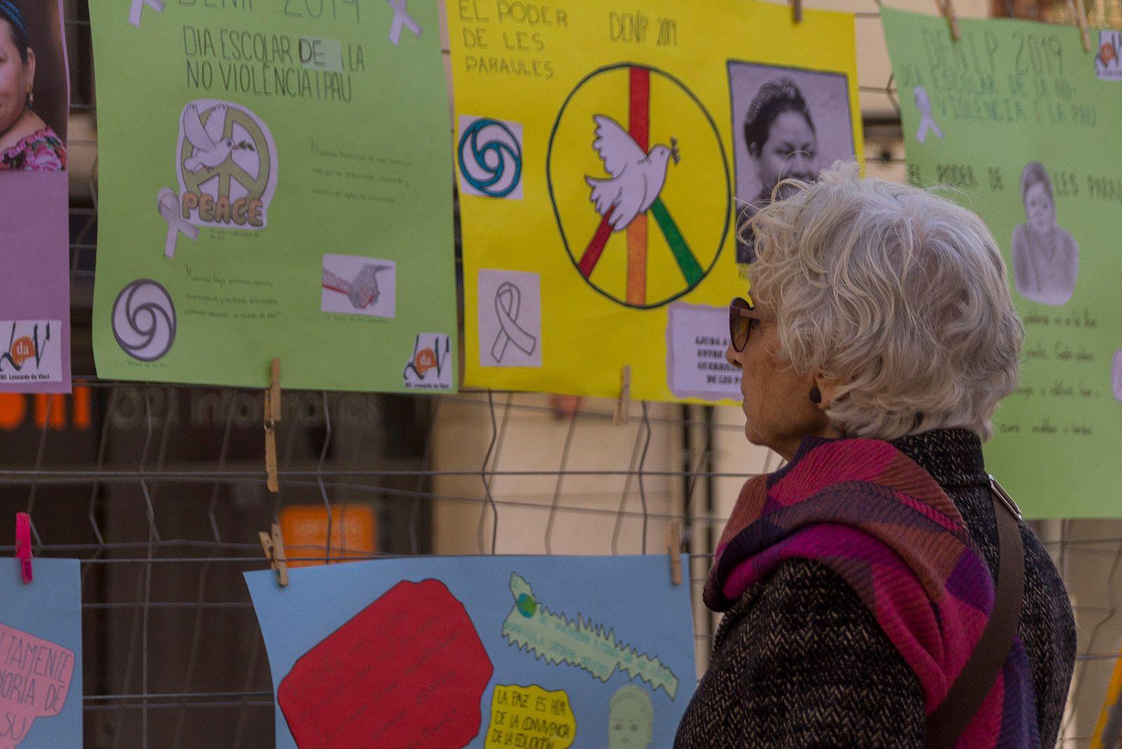Dia escolar de la No violència a la Plaça Magí Bartralot. FOTO: Paula Galván