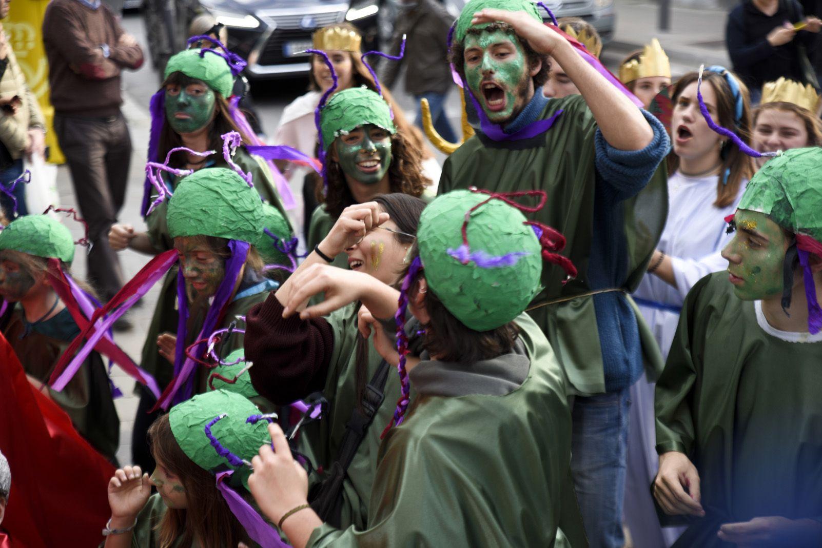 Rua de comparses del Carnaval infantil. Foto: Bernat Millet.