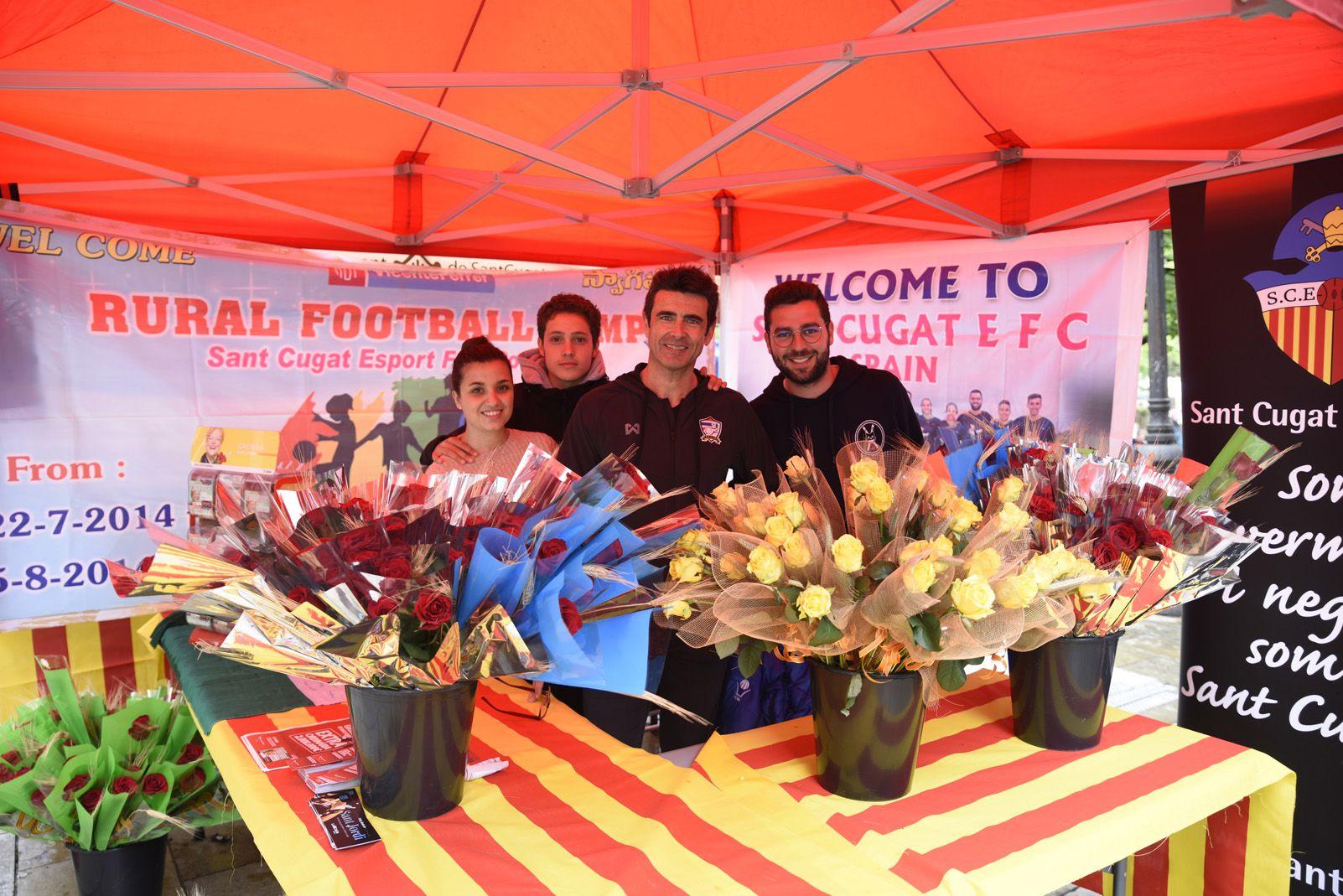 Venta de roses del Sant Cugat Futbol Club. Foto: Bernat Millet.