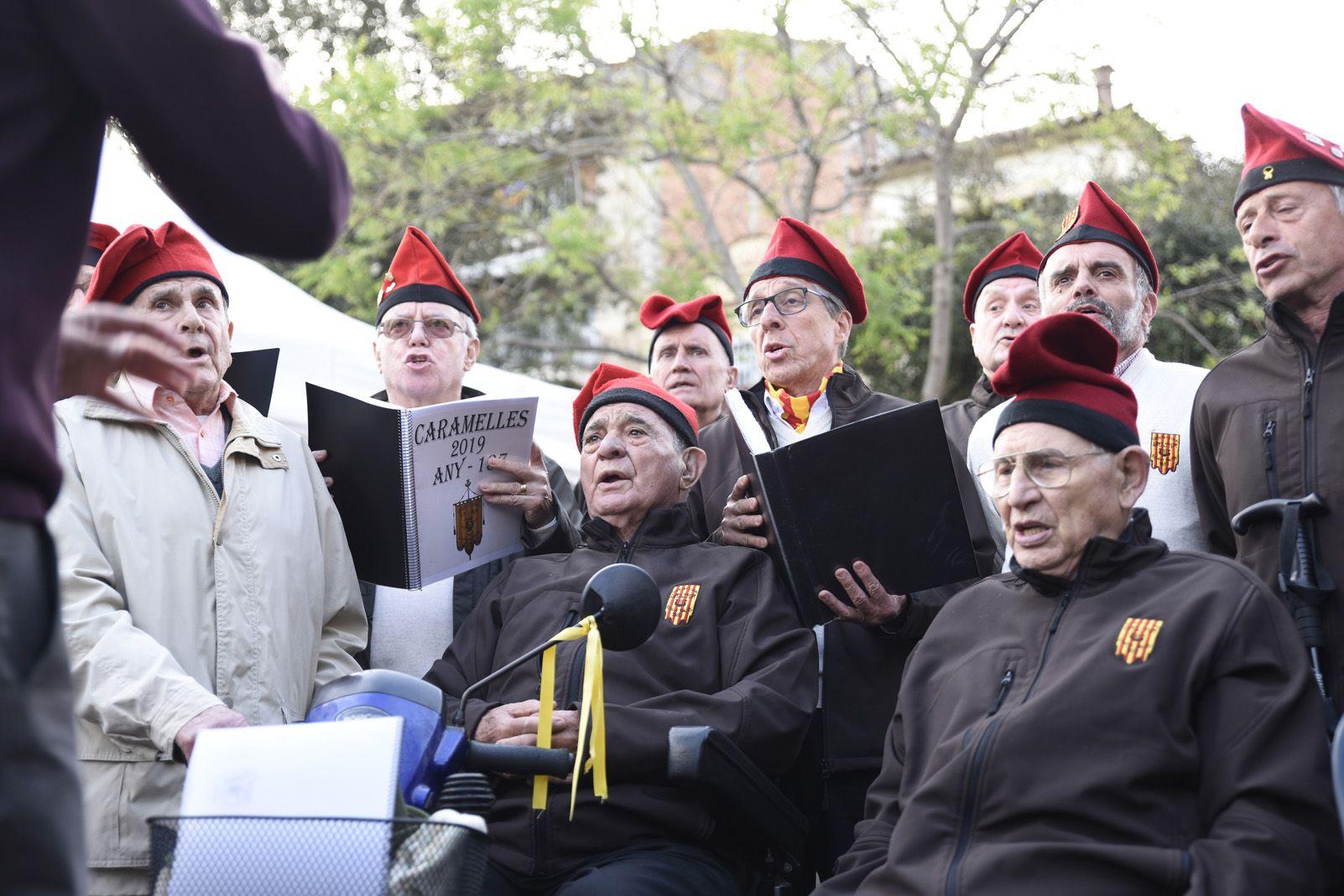 Coral La Lira cantant a la diada de Sant Jordi. Foto: Bernat Millet.