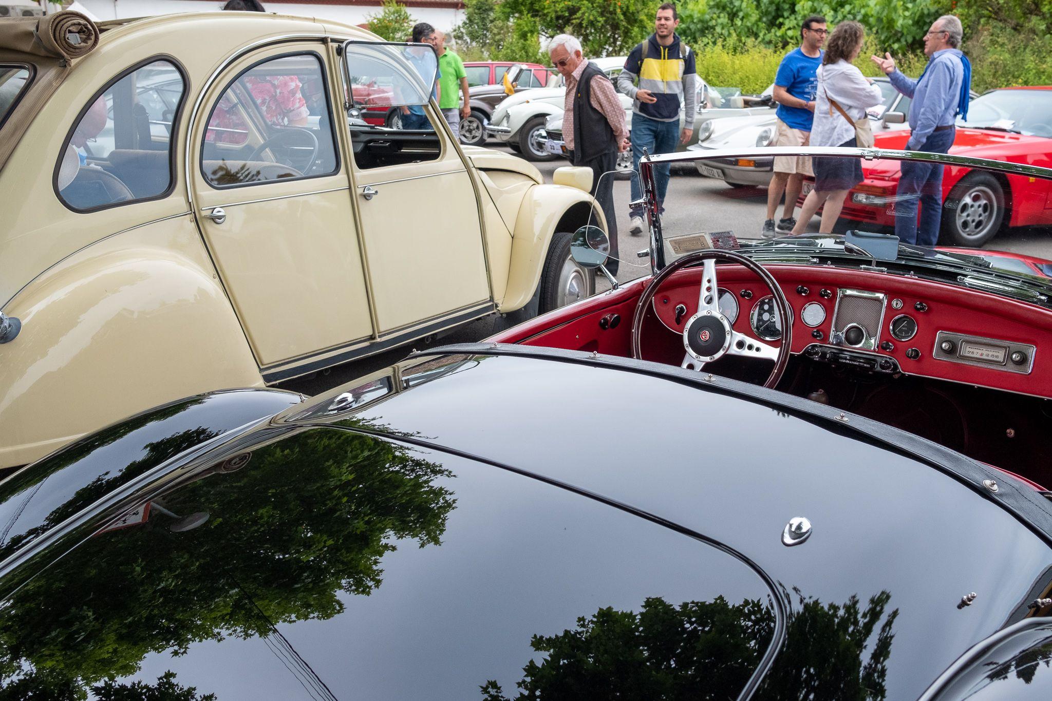 8è Ral·li Mas Gener-Monestir de Sant Cugat, cotxes i motos antics i clàssics. FOTO: Ale G.