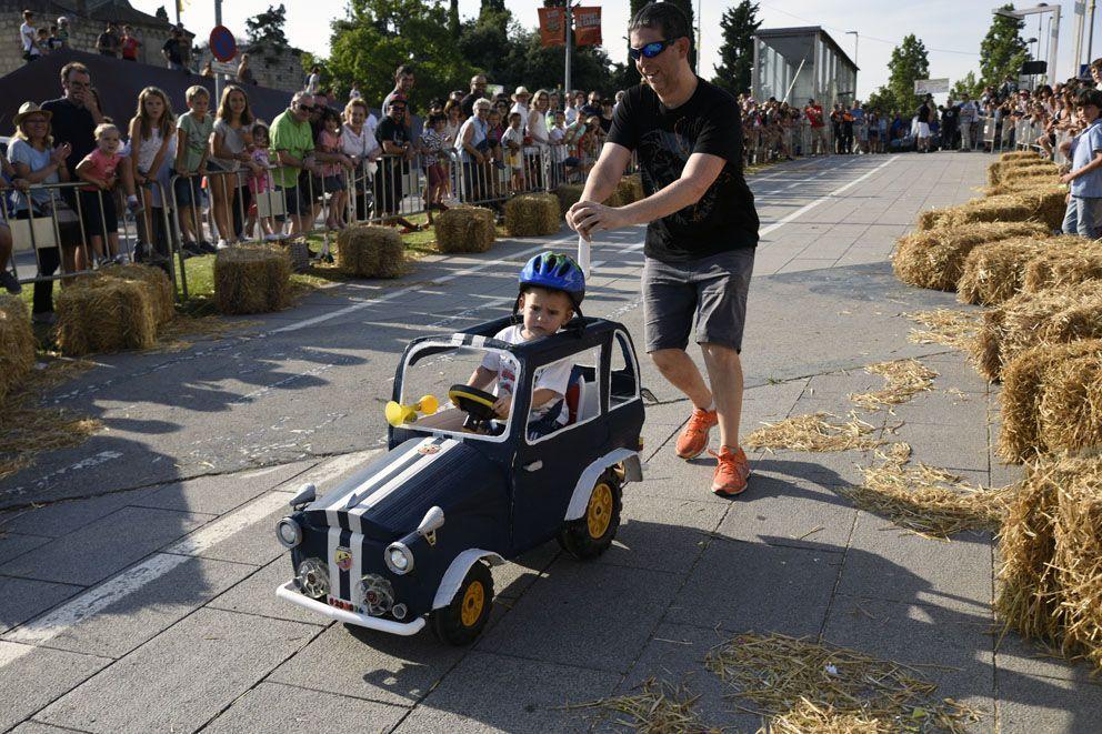 Llitboard: baixada de carros de Festa Major. Foto: Bernat Millet.