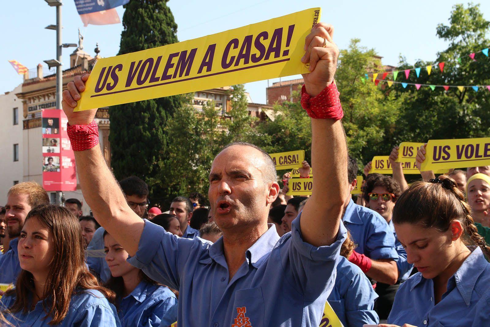 Suport a Raül Romeva durant la Diada castellera. Foto: Lali Álvarez