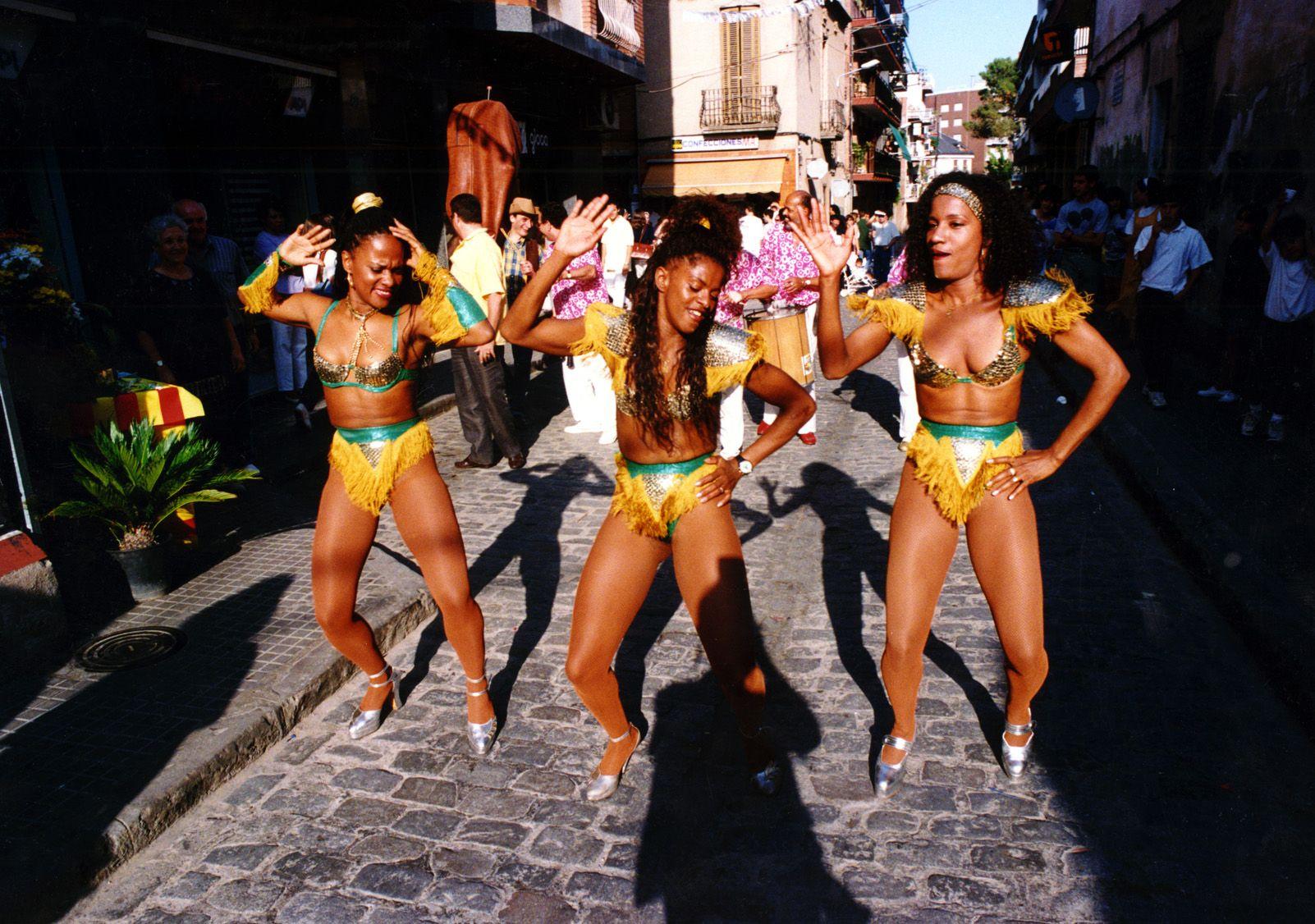 Rua de caporales de Festa Major durant els anys '90. Foto: Arxiu.