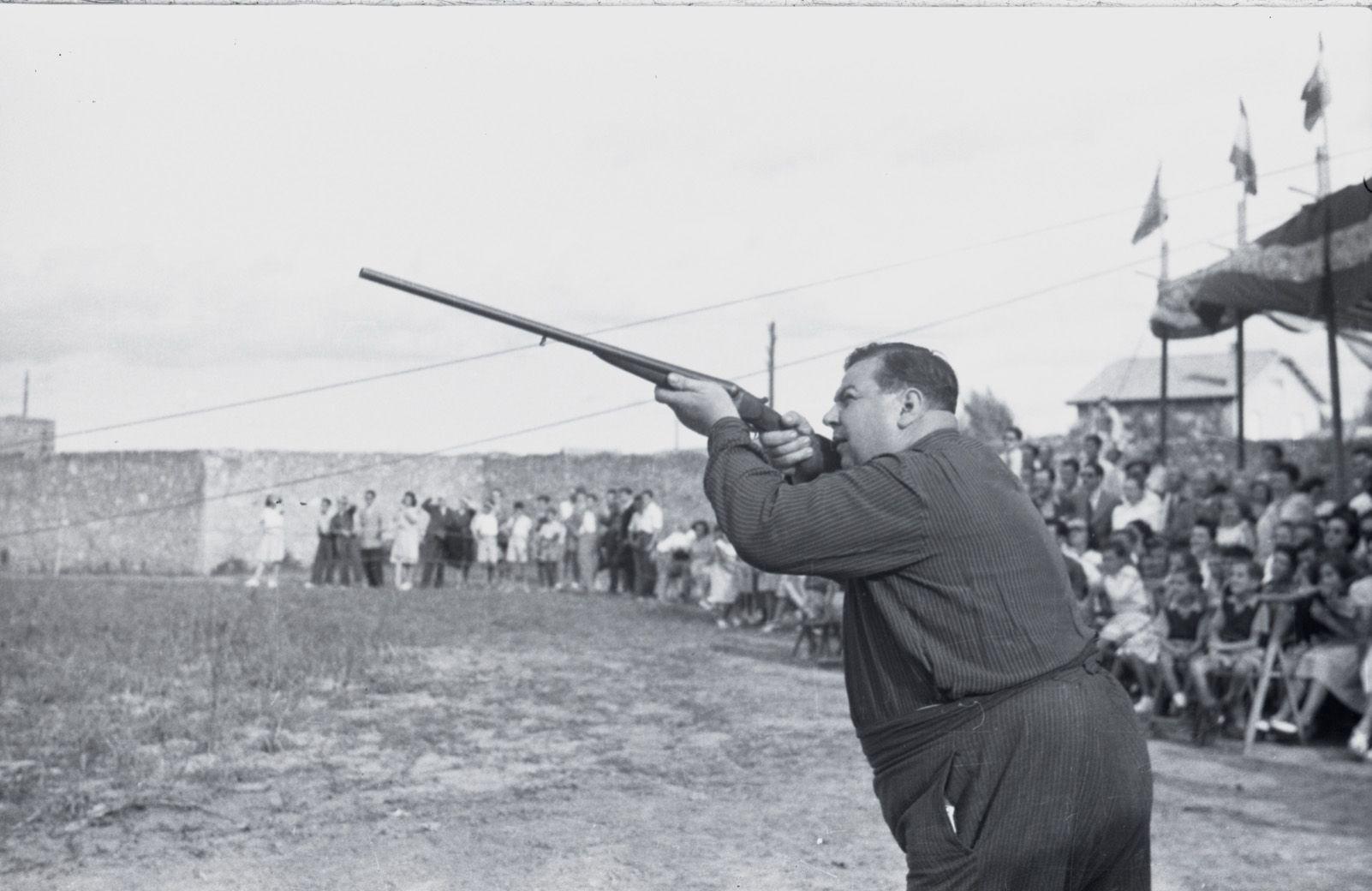 Tir al plat de l'any 1944. Fons Cabanas (fotògrafs). AMSCV
