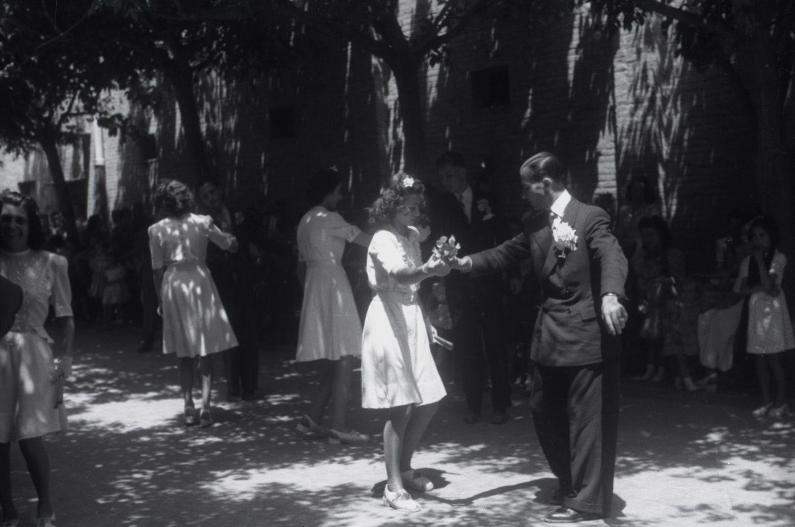 Paga-li Joan l'any 1945. Fons Cabanas (fotògrafs). AMSCV