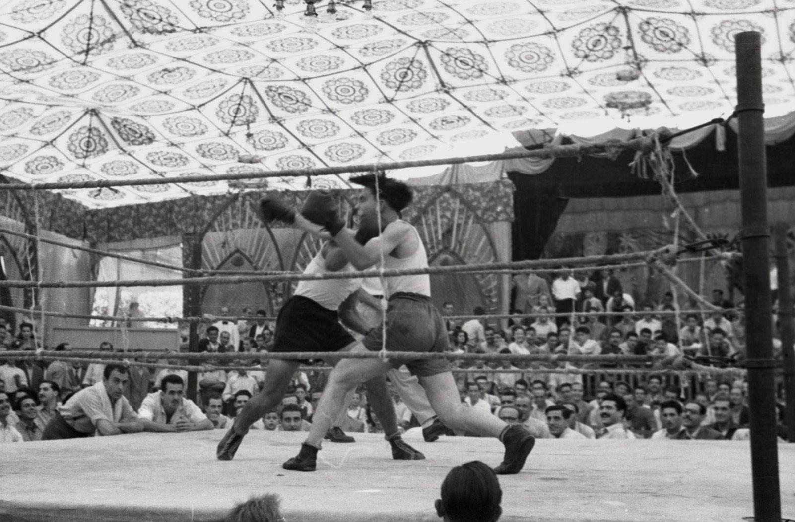 Boxe de Festa Major a l'any 1948. Fons Cabanas (fotògrafs). AMSCV