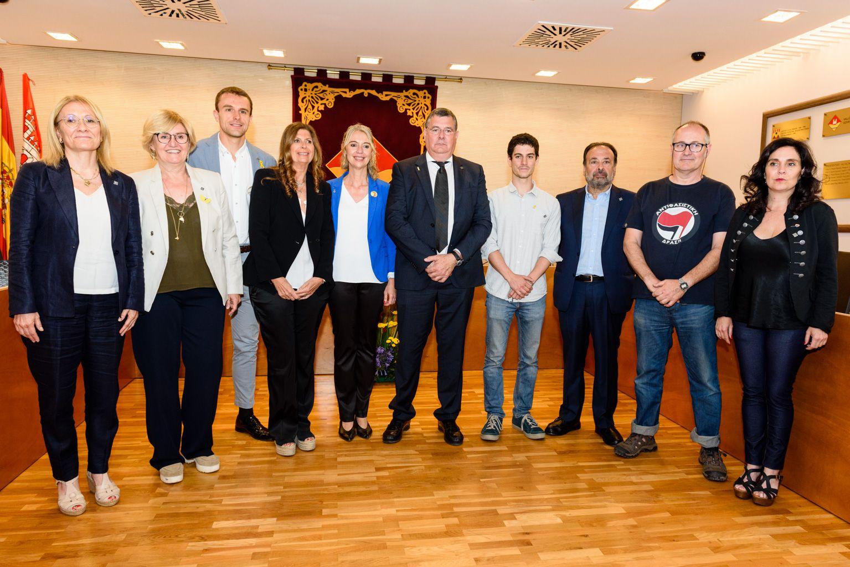 Foto de família dels vocals i president de l'EMD de Valldoreix amb Mireia Ingla, alcaldessa de Sant Cugat de Vallès. FOTO: Miguel López Mallach