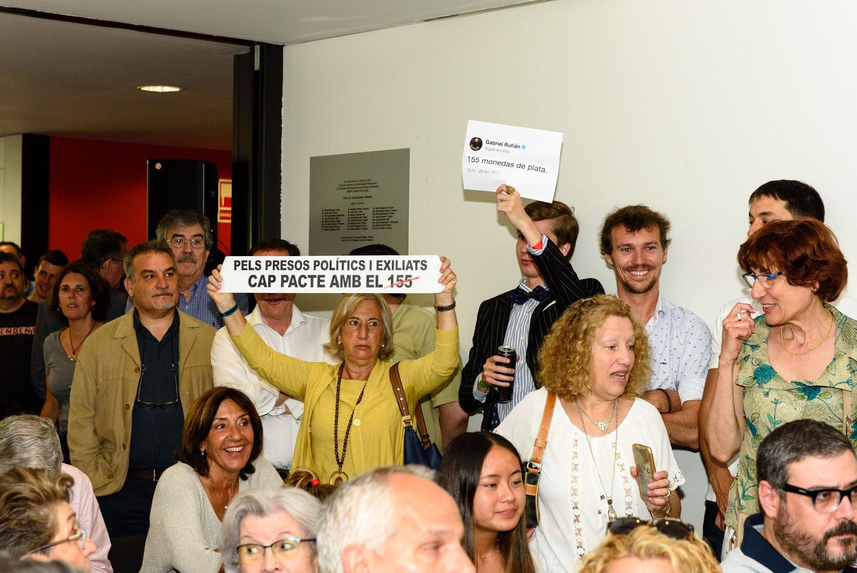 Moments de tensió durant la constitució del nou consistori. FOTO: Miguel López Mallach