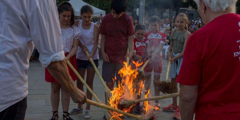 5 ferits lleus i 15 contenidors cremats a la Nit de Sant Joan