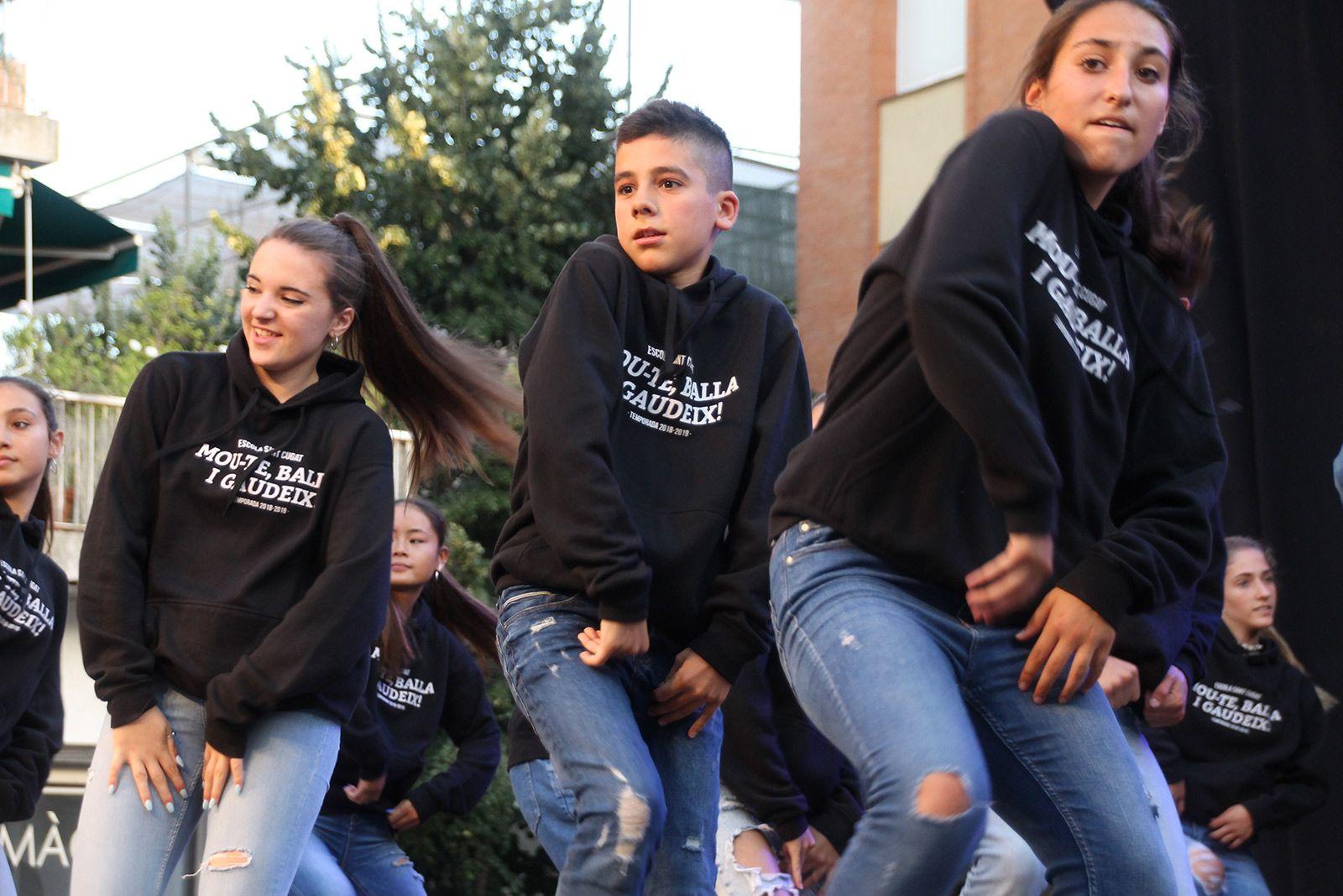 Hip Hop de la mà dels grups de ball de l'Escola Sant Cugat i Ibi & Pau Arnal. FOTO: Paula Galván