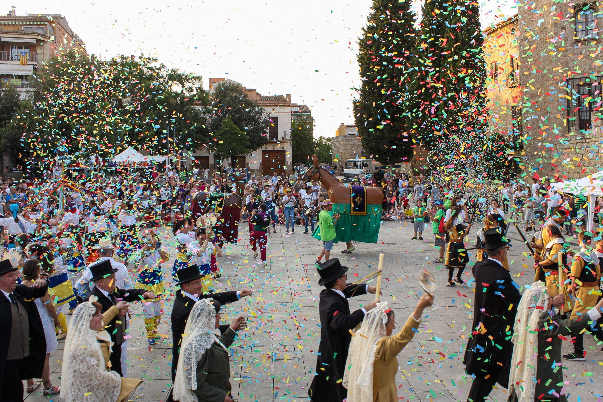 Balls i Entremesos d'arreu de Catalunya a la plaça d'Octavià. Foto: Alex Gómez