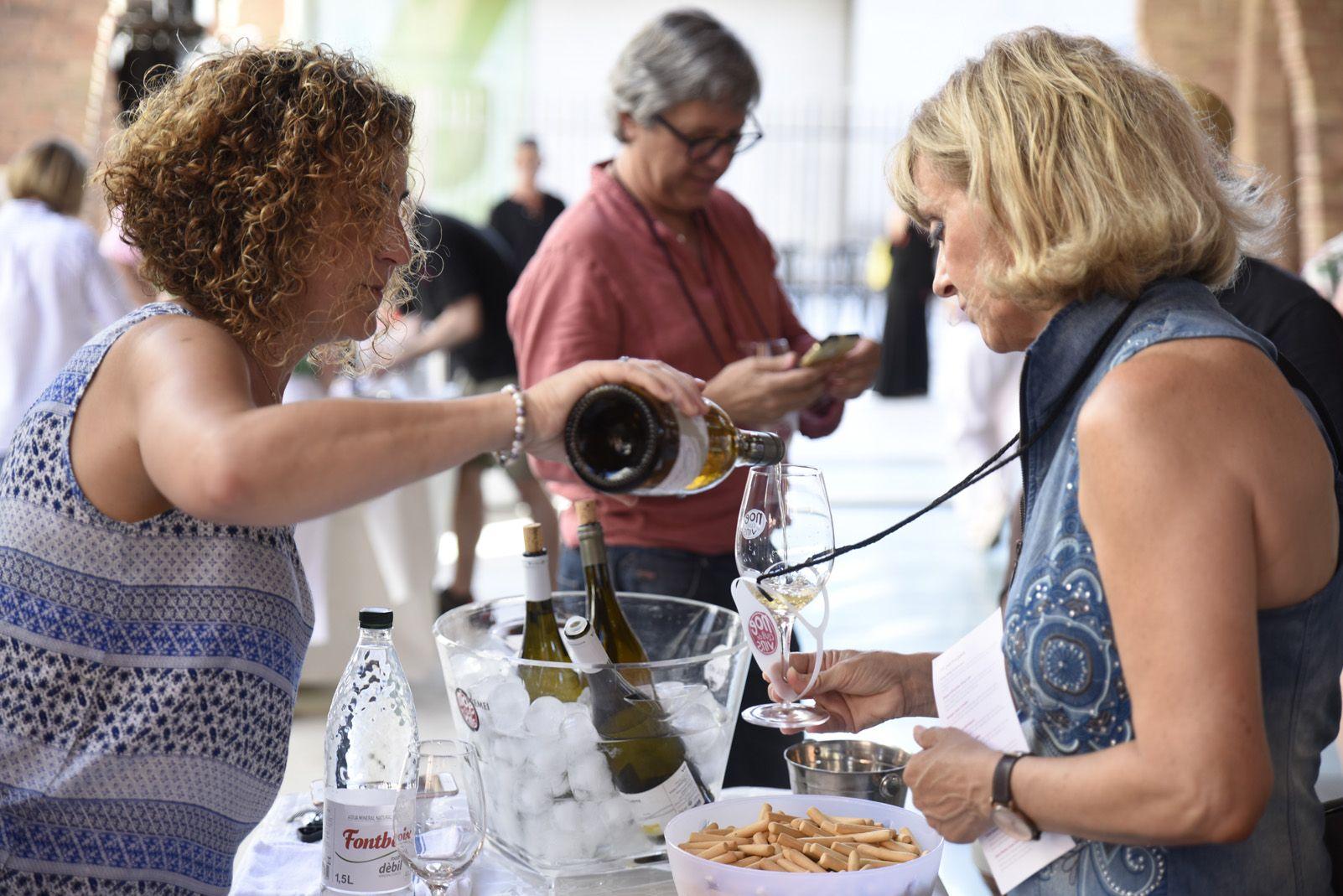 Tast de vins al celler modernista. Foto: Bernat Millet.