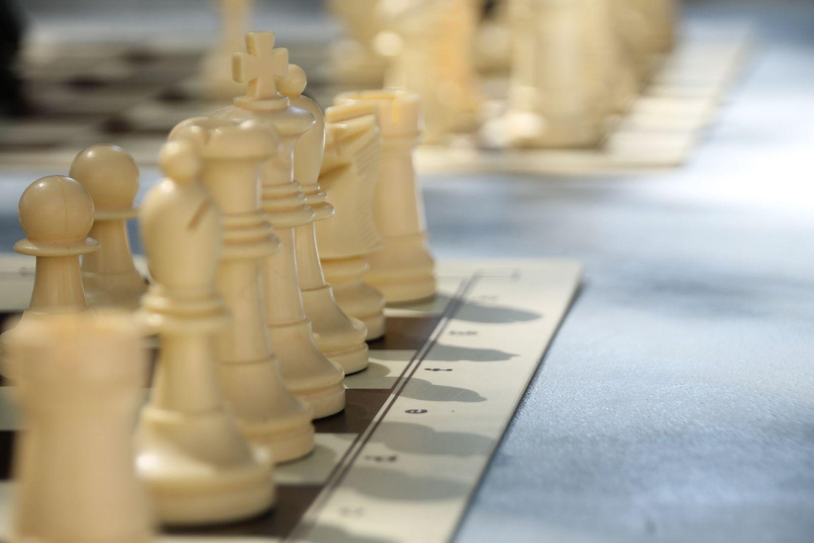 Torneig de partides simultànies d'escacs. FOTO: Paula Galván