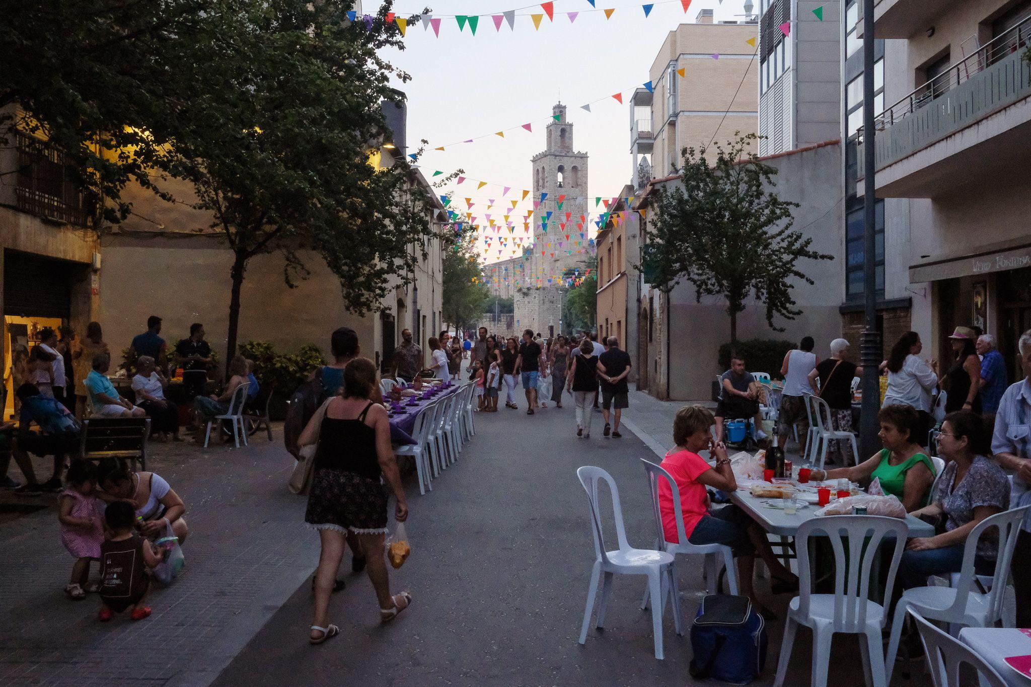 Sopar popular de barri. Foto: Alex Gómez