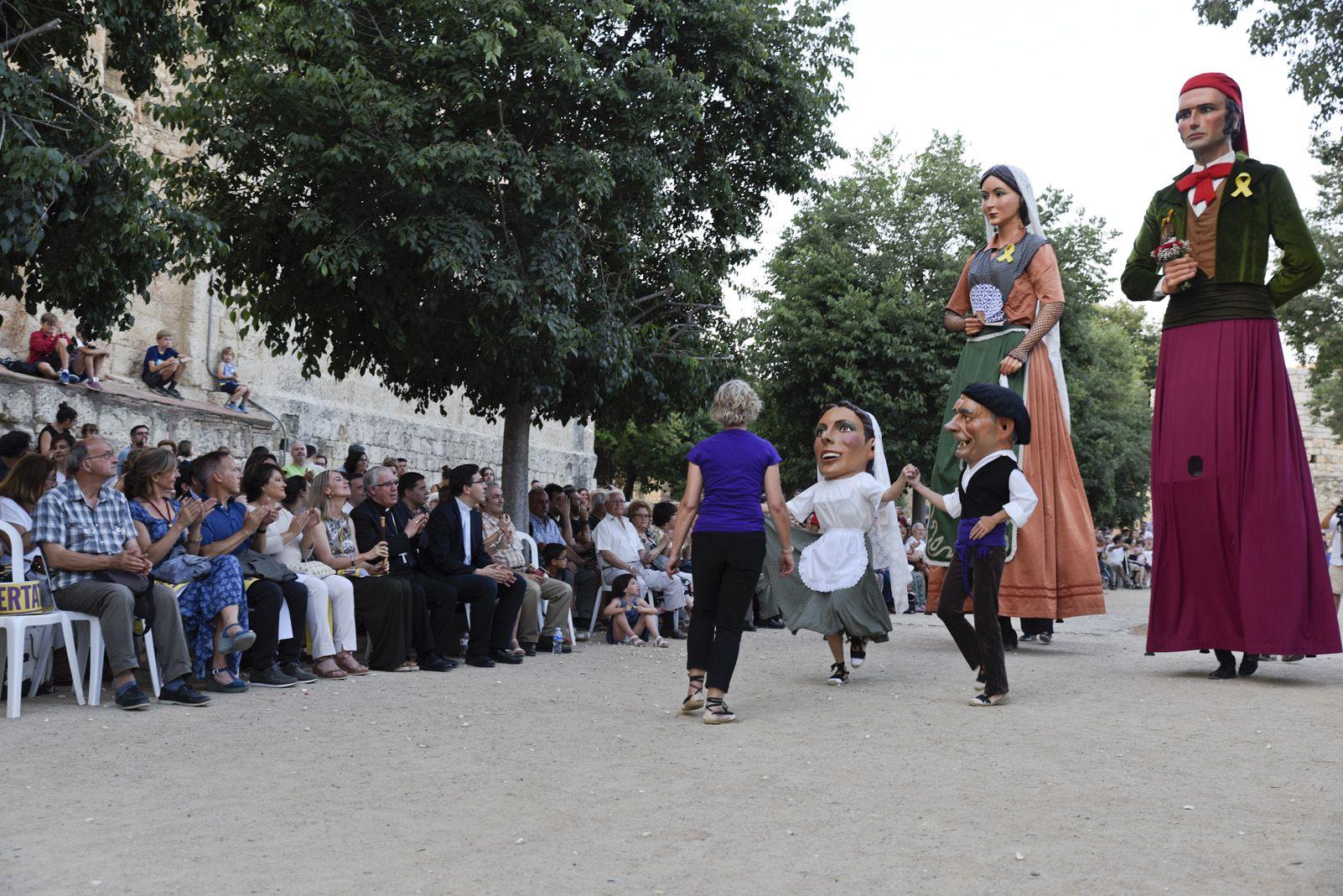 """""""Paga-li, Joan"""" El ball del vano i el ram. Foto: Bernat Millet."""
