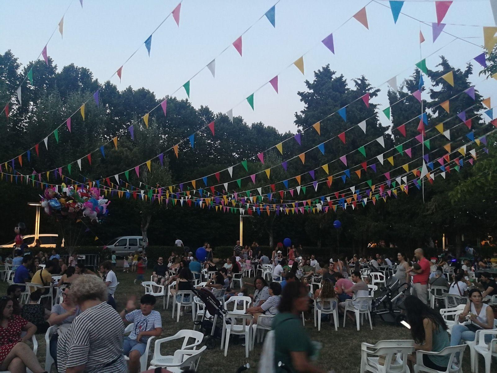 El sopar abans del Castell de Focs. Foto: Bernat Millet.