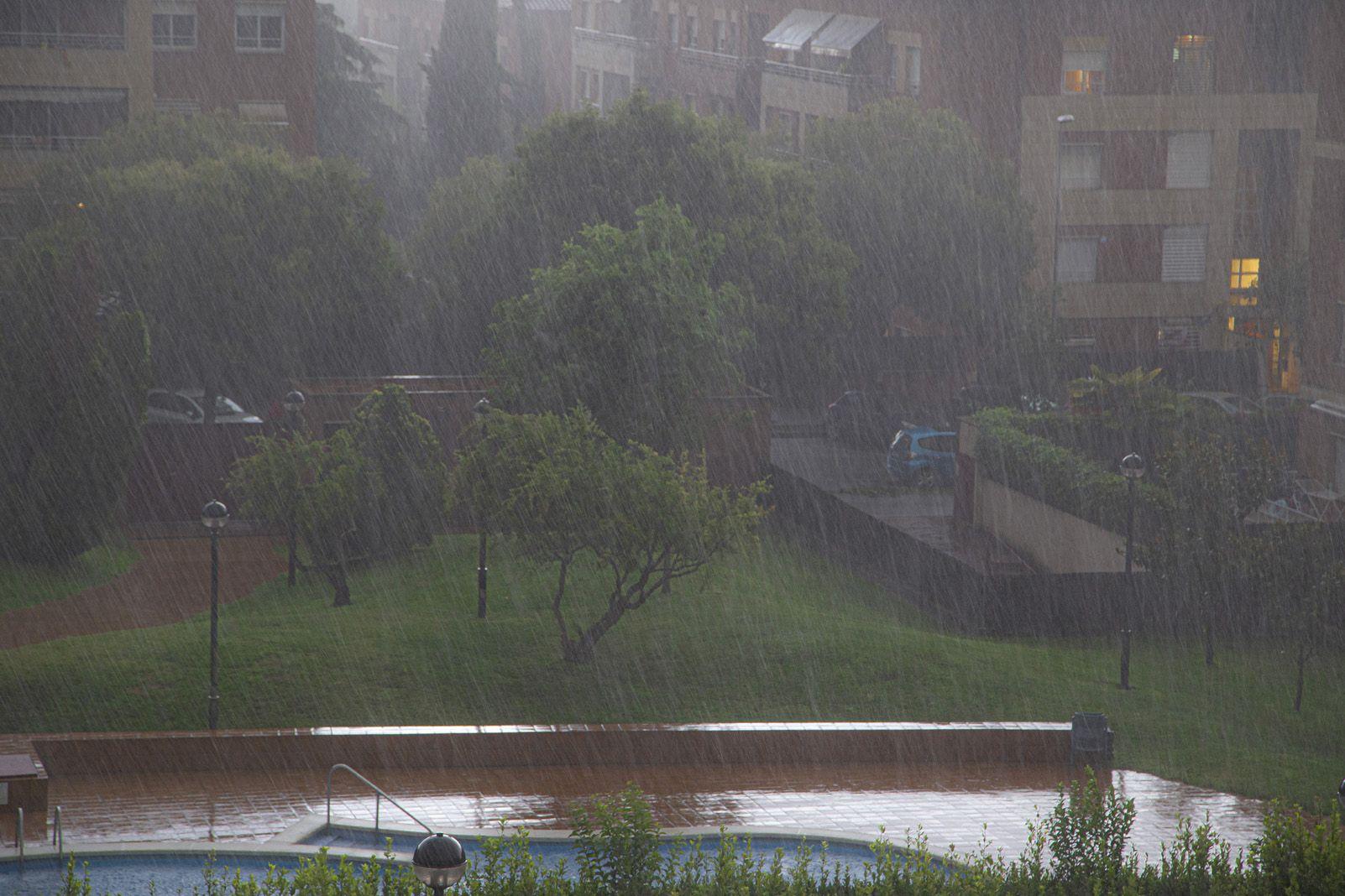 Pluja durant la darrera tempesta a Sant Cugat. Foto: Cedida.