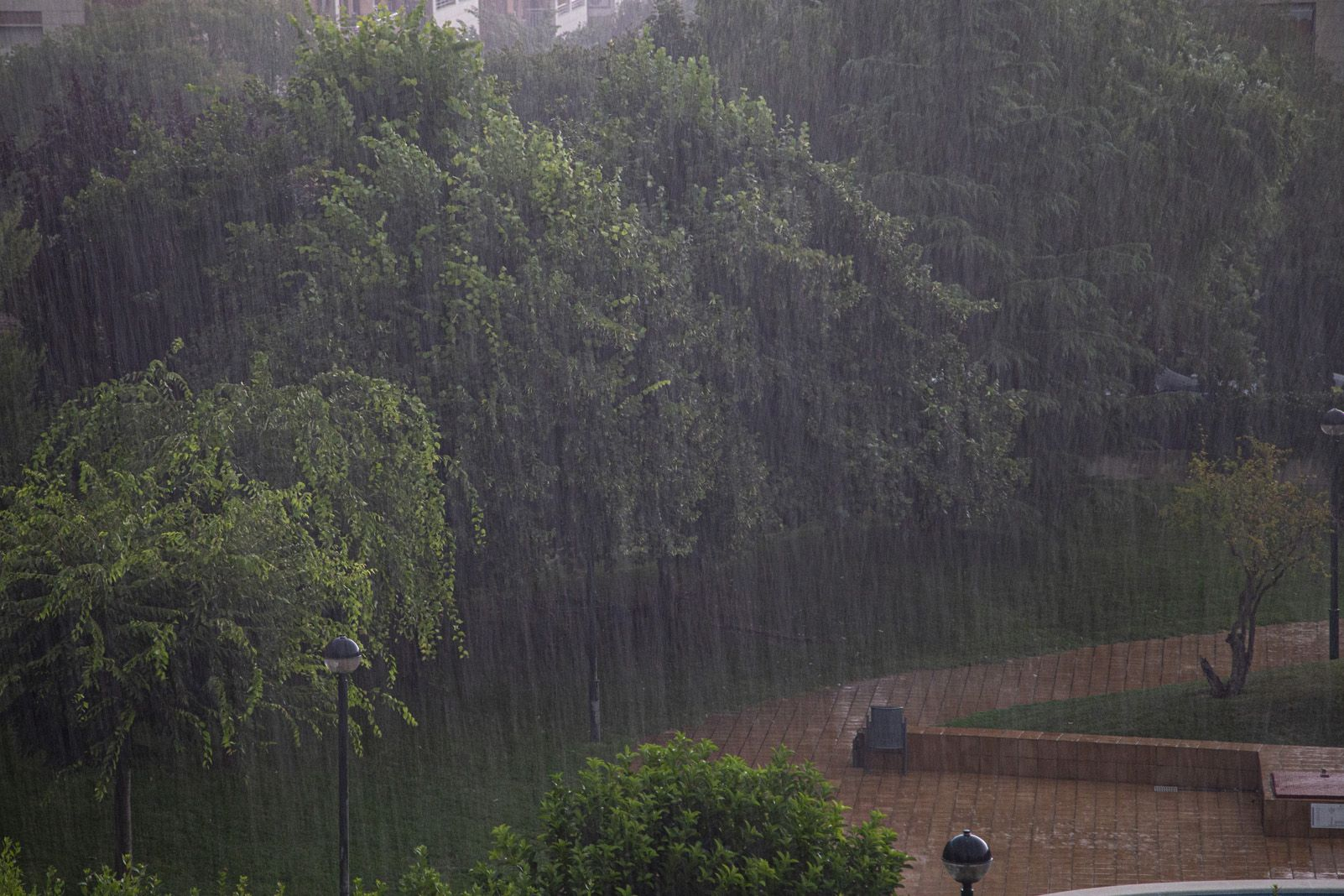 Pluja durant la tempesta a Sant Cugat. Foto: Cedida.
