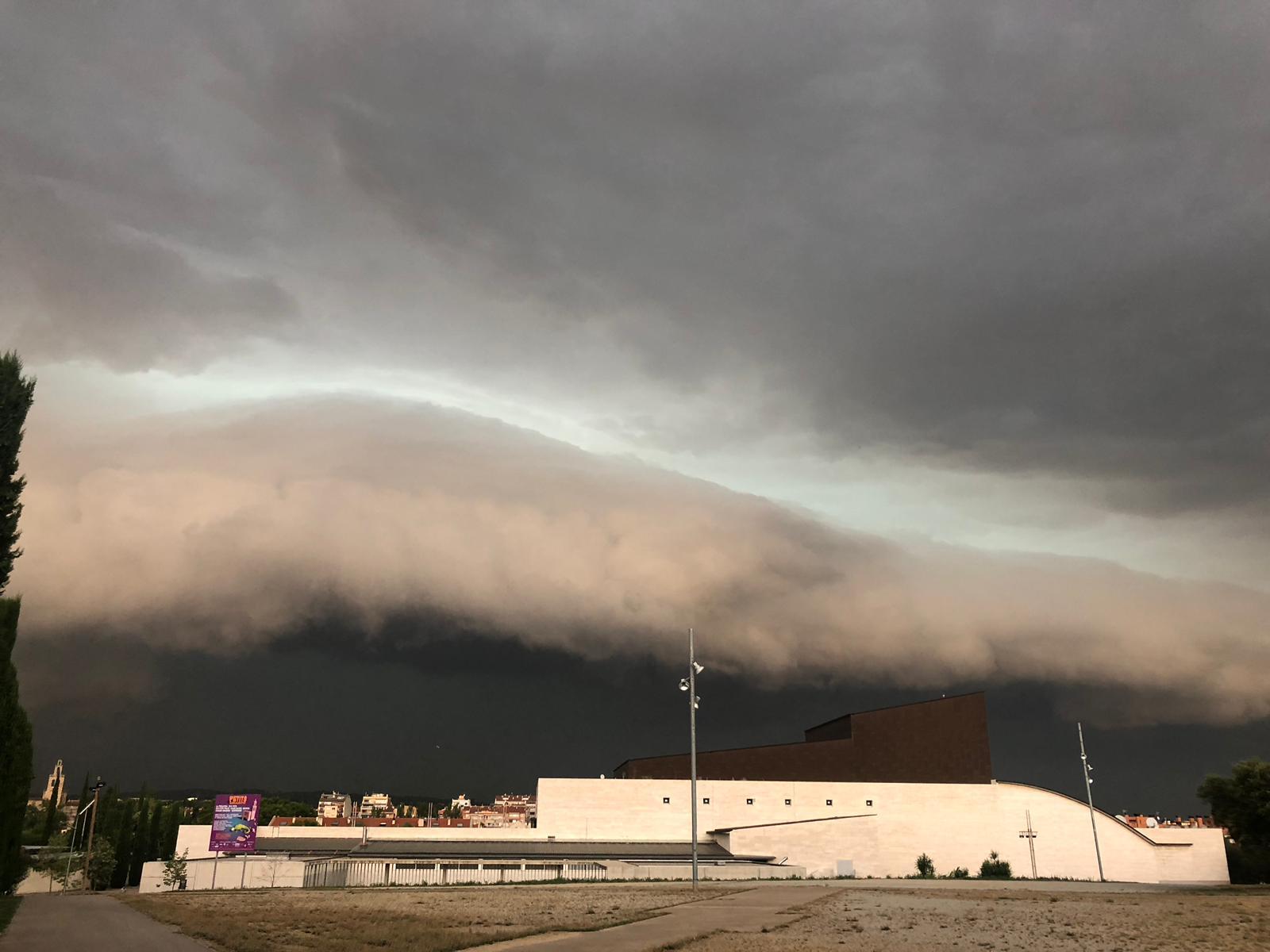 La tempesta arriba a Sant Cugat. Foto: Adripinto5.