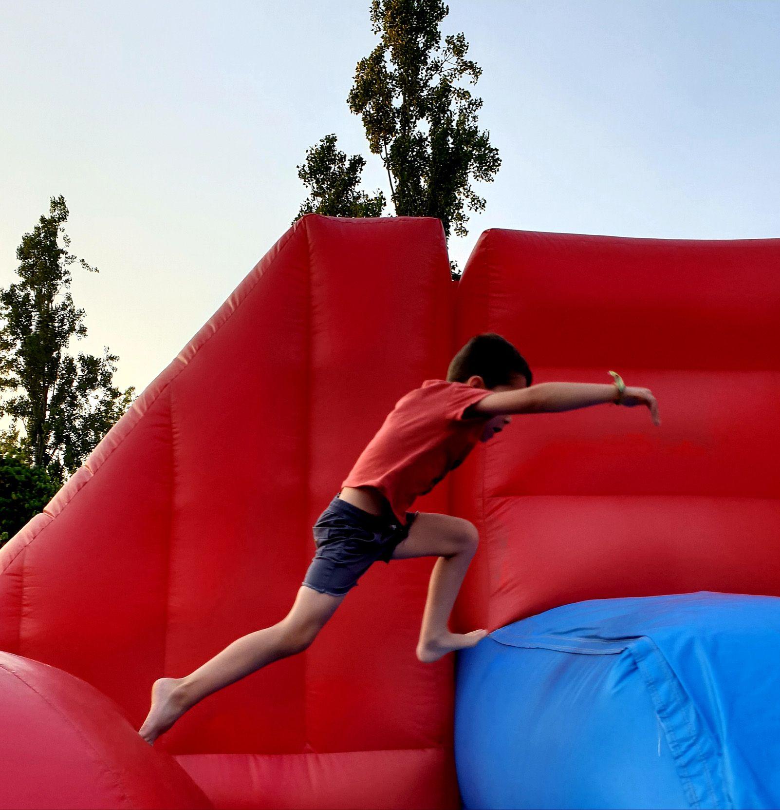 """Equilibri"" durant la Festa Major de Coll Fava. Foto: David Figueras."