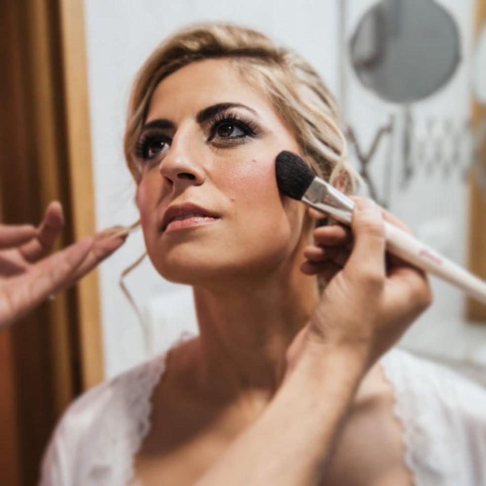 Pentinats i maquillatges per a festes FOTO: Cedida