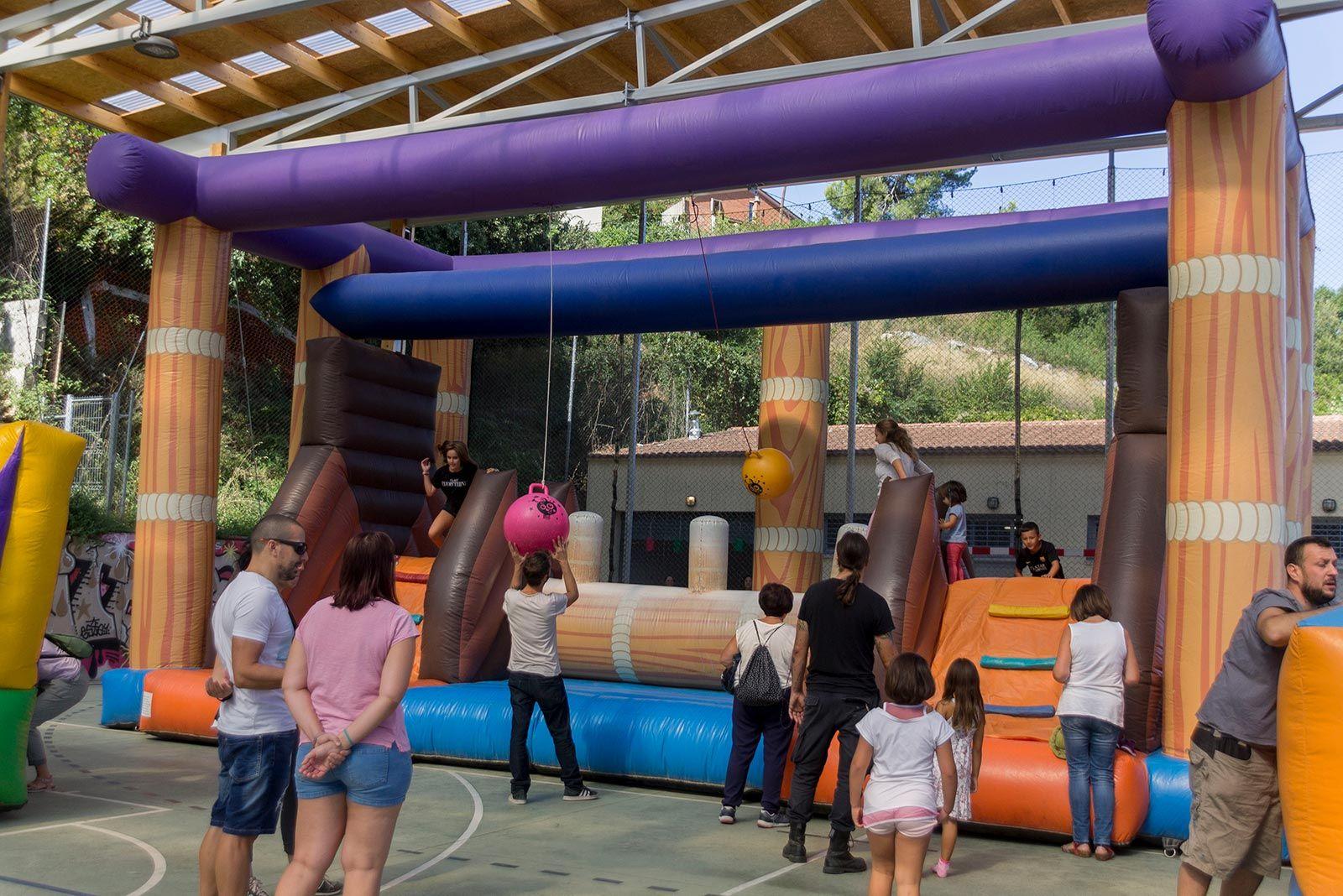 L'Espai Pere Grau s'omple d'inflables per la Festa Major. FOTO: Paula Galván