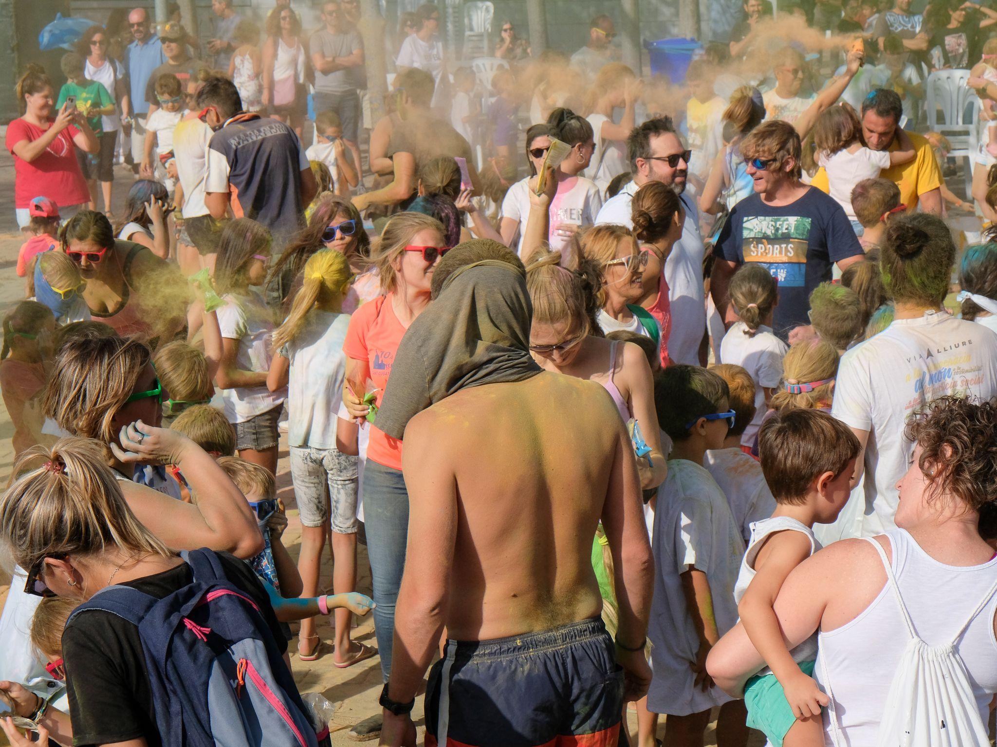 Un 'Holi festival' a la festa Major de Volpelleres. Foto: Ale Gómez
