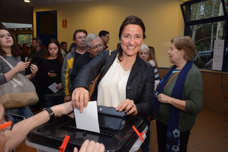 L'alcaldesa Merce Conesa votant. Foto: cedida