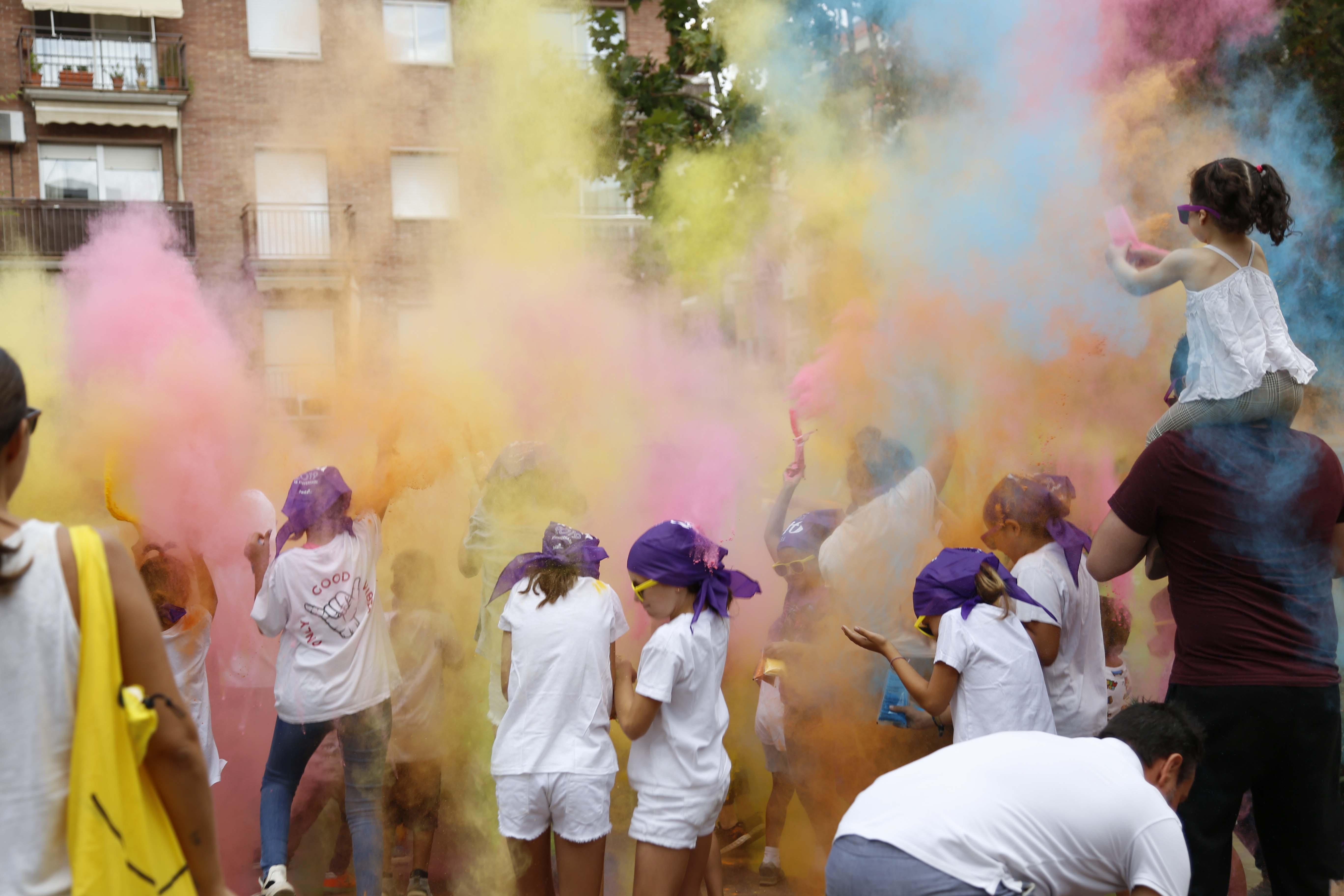 Festa Holi per la Festa Major del barri del Monestir- Sant Francesc 2019. FOTO: Anna Bassa