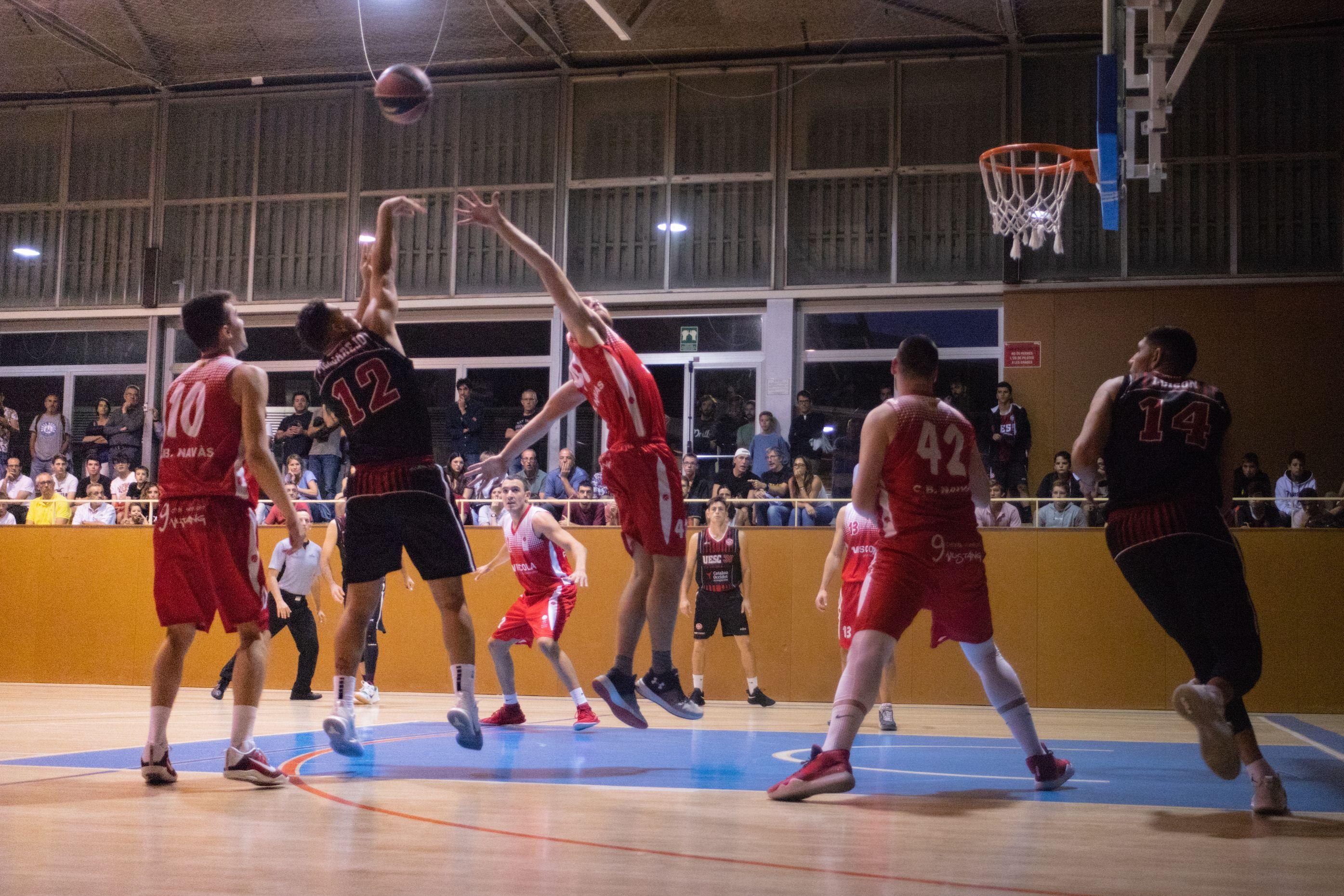 Bàsquet masculí. Partit de lliga. UE Sant Cugat-CB Navàs. Foto: Adrián Gómez.