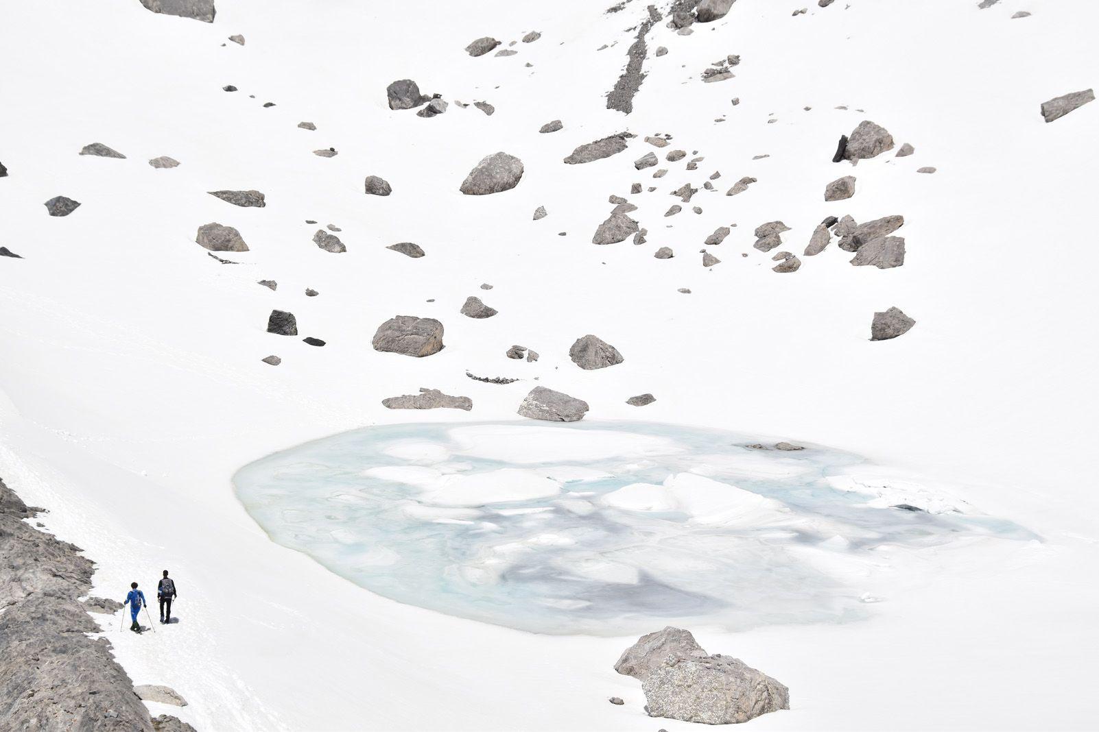 2n guanyador Carles Claraco Anguera   Trescant entre gel i neu als peus del Monte Perdido   Estany Helado, a sota del coll del Cilindro i del cim del Monte Perdido