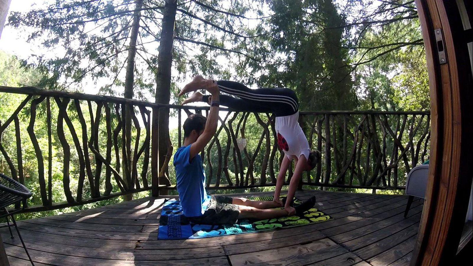 Carles Torres Vilasaló   Yoga en los árboles   Sant Hilari Sacalm, cabanes als arbres