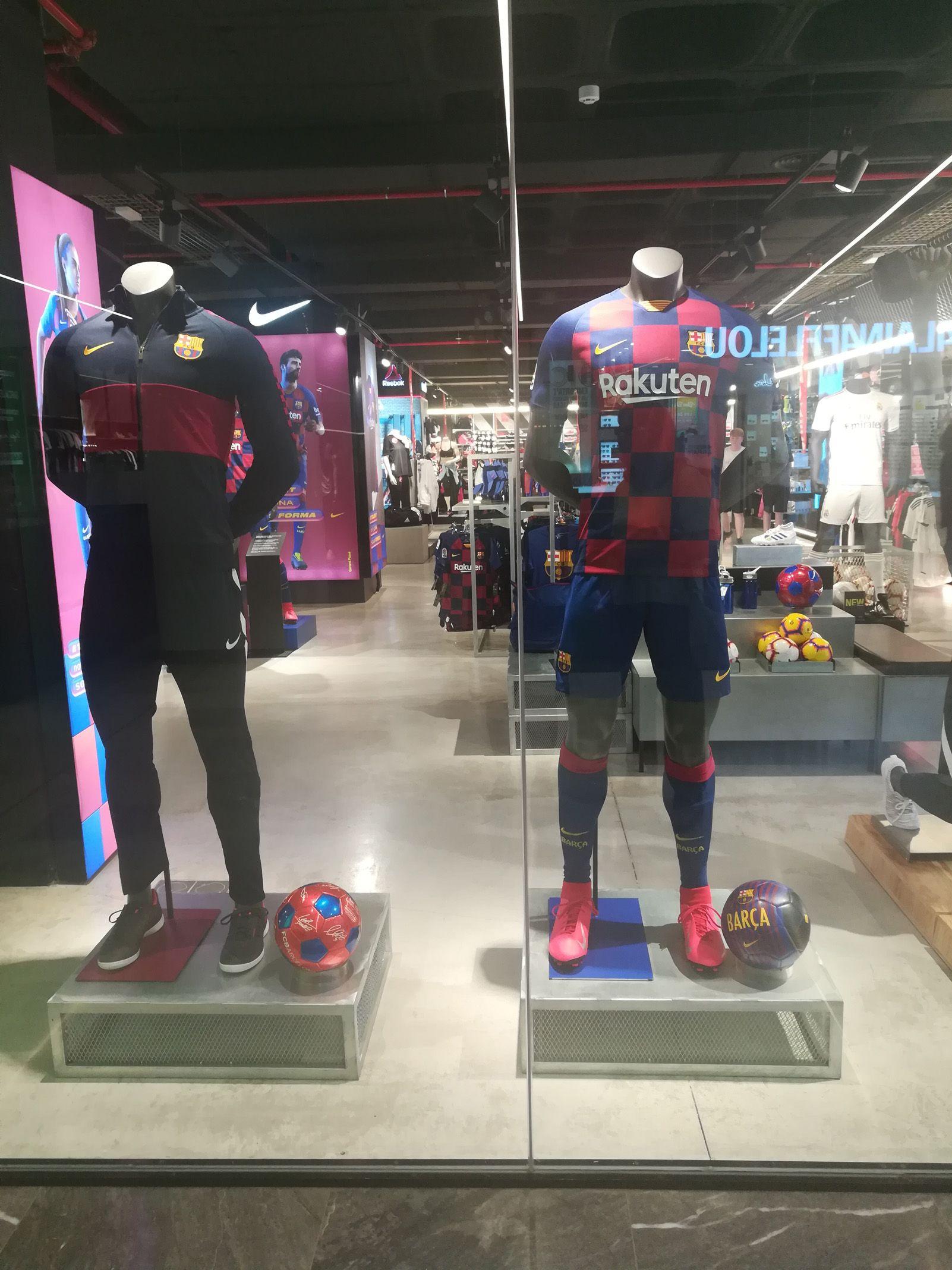 Julio Baeta   Camiseta Oficial FC Barcelona   A Botiga Centre comercial Glories