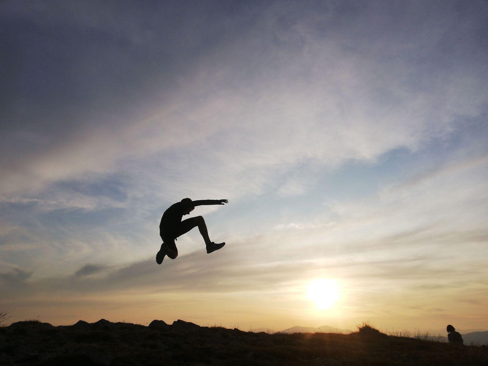 Oriol Civit Marcet   surfejant els núvols   cim del Taga