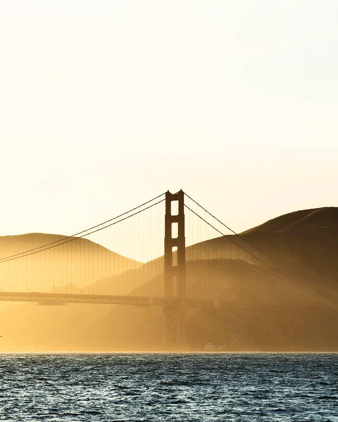 "6e premi de @miquelserrra ""Golden hour near the Golden Gate Bridge."""