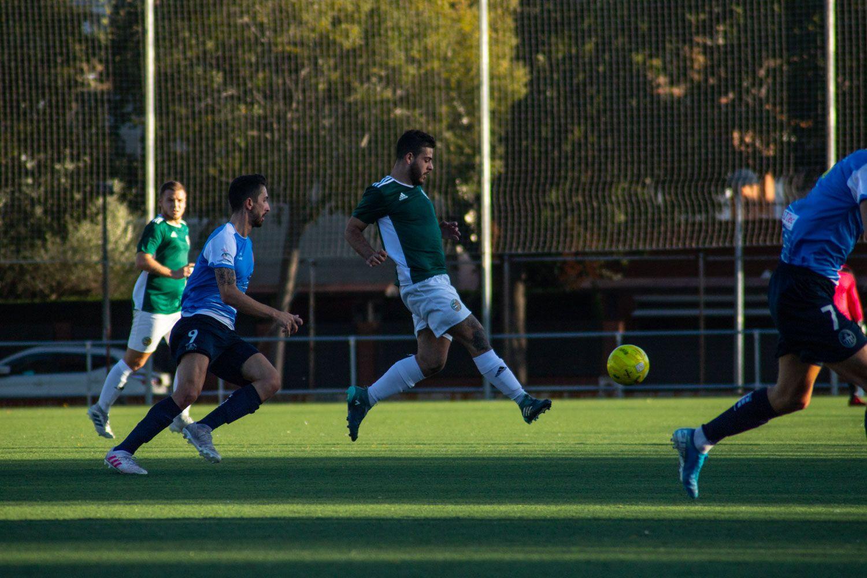 Camp Municipal de Futbol de Mira-sol. Futbol masculí. Partit de lliga. Valldoreix FC-Cubelles CF. Foto:Adrián Gómez.