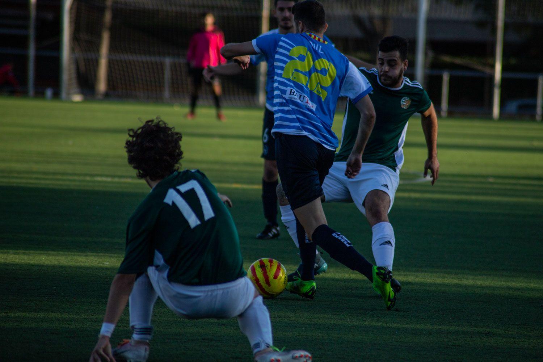 Camp Municipal de Futbol de Mira-sol. Futbol masculí. Partit de lliga. Valldoreix FC-Cubelles CF. Foto: Adrián Gómez.