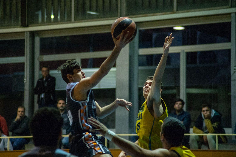 Bàsquet masculí. Partit de lliga. Qbasket Sant Cugat-CB Ciutat Vella. Foto: Adrián Gómez.