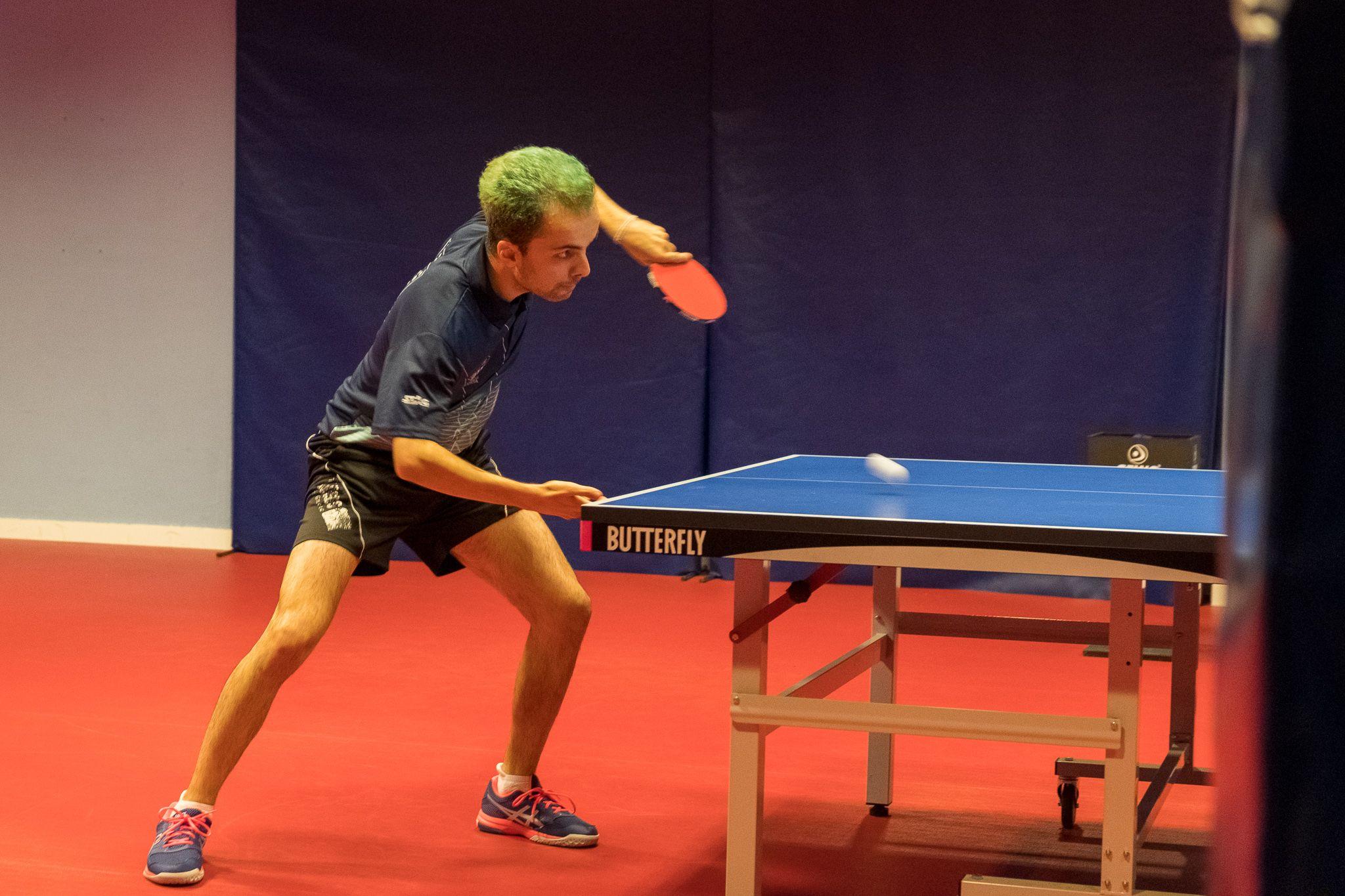 Tenis de taula masculí. Partit de lliga. UE Sant Cugat-Lluïsos de Gràcia. FOTO: Ale Gómez