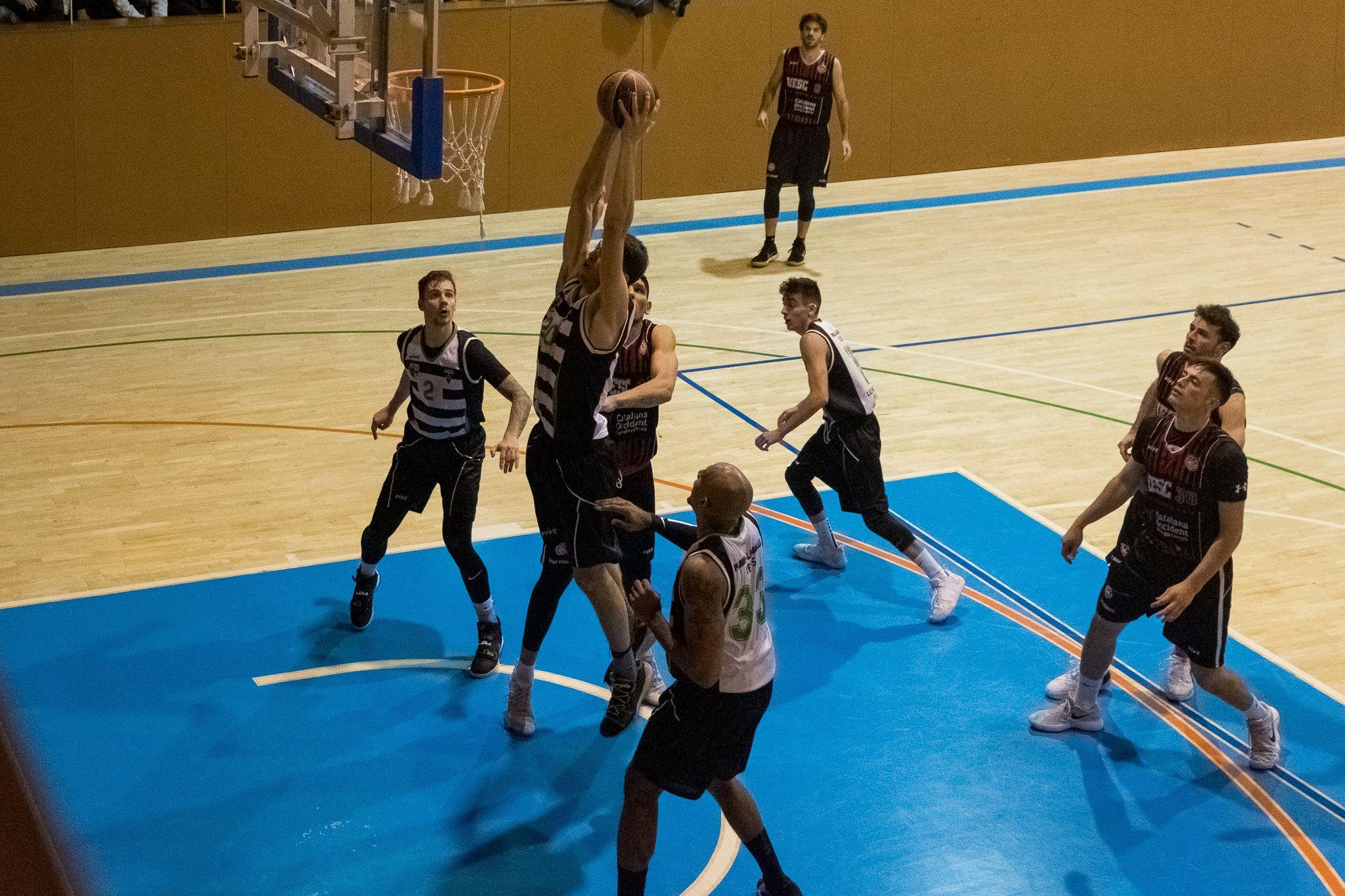 Bàsquet masculí. Partit de lliga. UE Sant Cugat-Reus Ploms Salle. FOTO: Ale Gómez