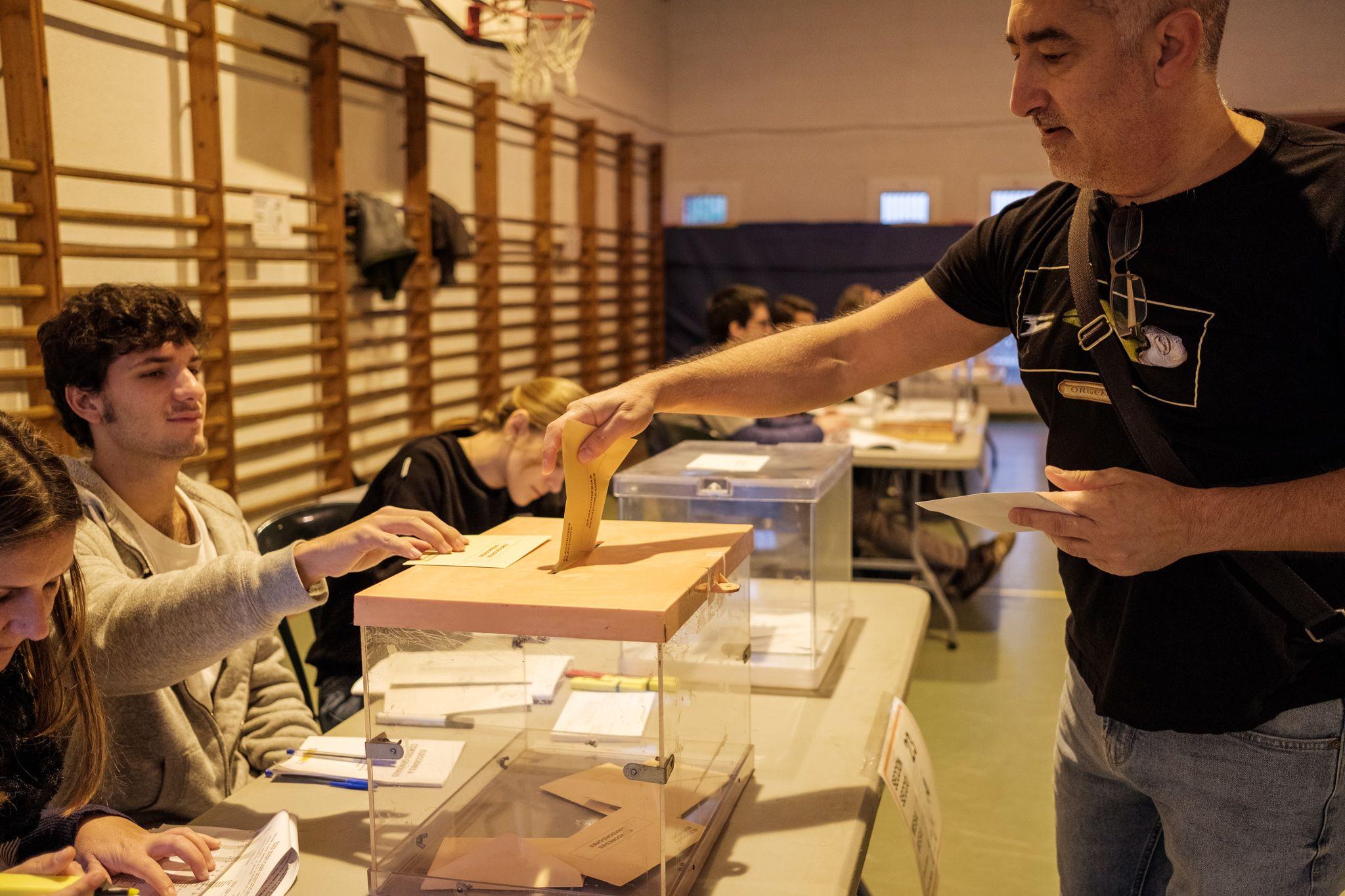 Votacions al Pins del Vallés. FOTO: Ale Gómez