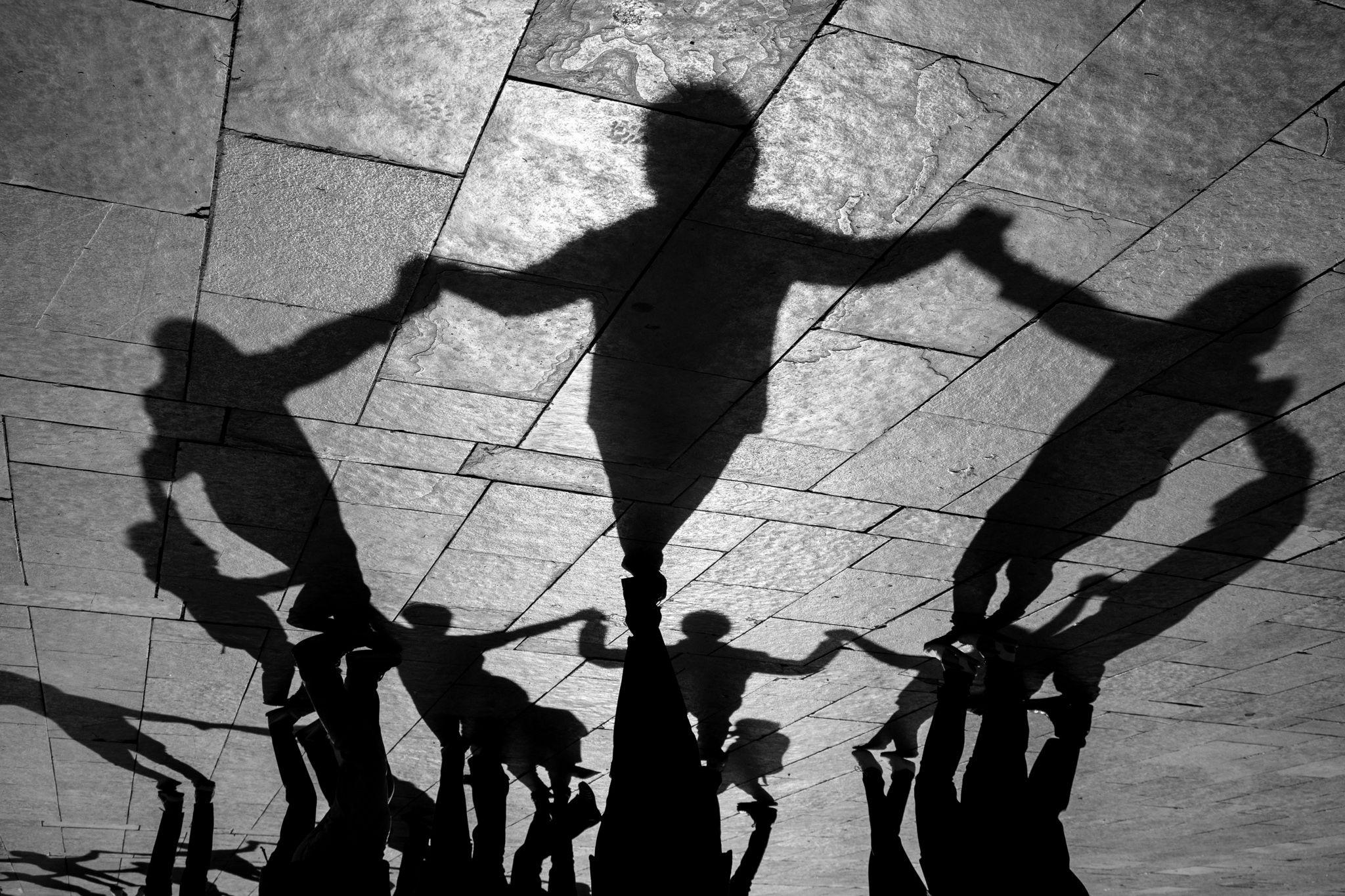 Ballada de sardanes a la plaça Octavià. FOTO: Ale Gómez