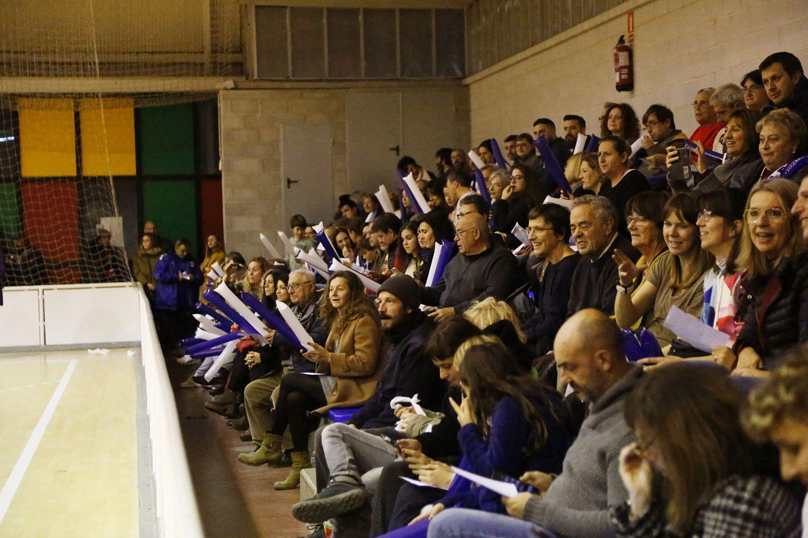 Públic de l'Olimpyc la Floresta de futbol sala. FOTO: Anna Bassa